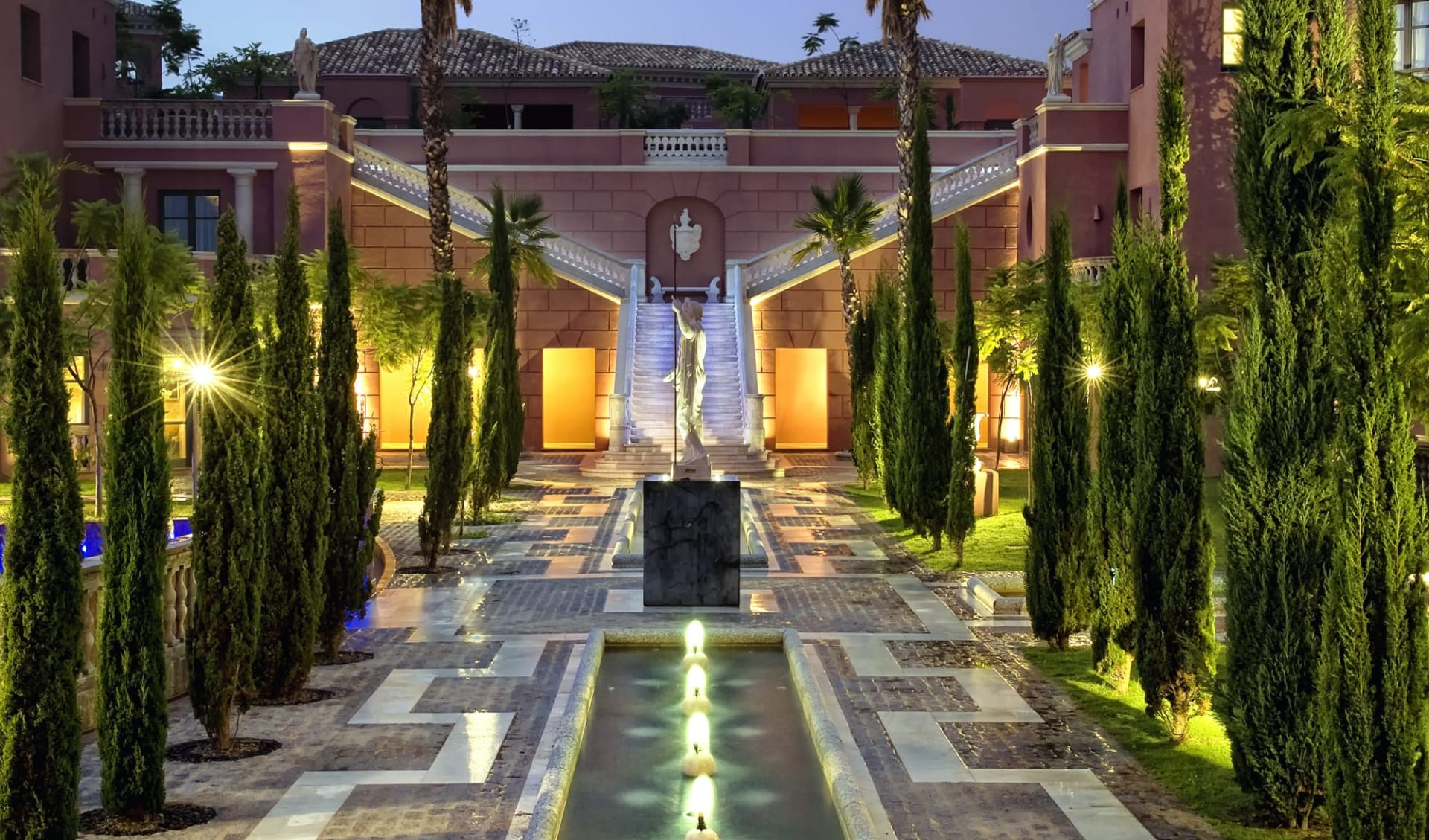 Anantara Villa Padierna Palace in Marbella:  Golf Hotel Villa Padierna Palace - Brunnen beim Amphitheater