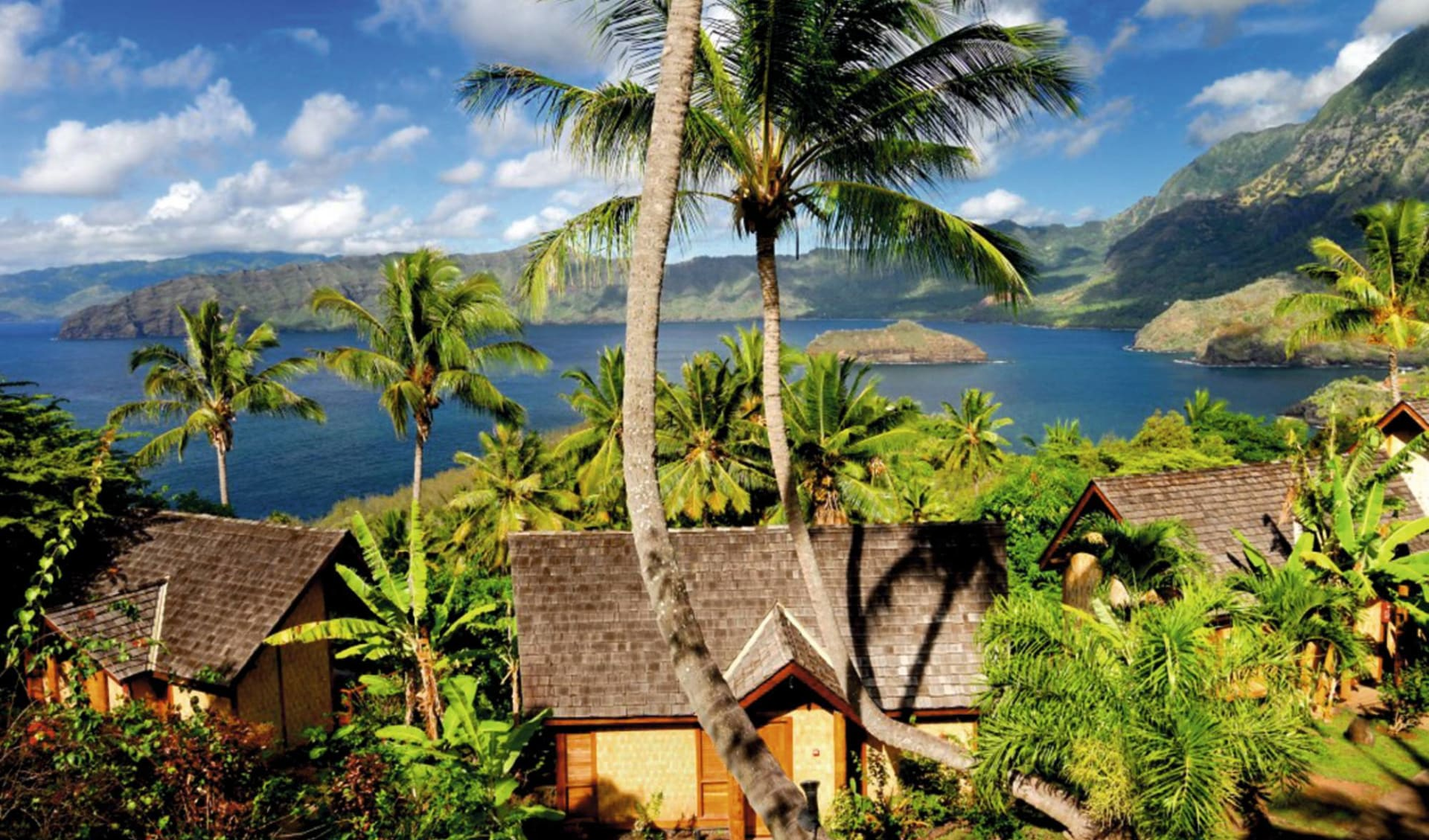 Marquesas Discovery ab Papeete: facilities: Hanakee Lodge - Blick auf Lodges und das Meer