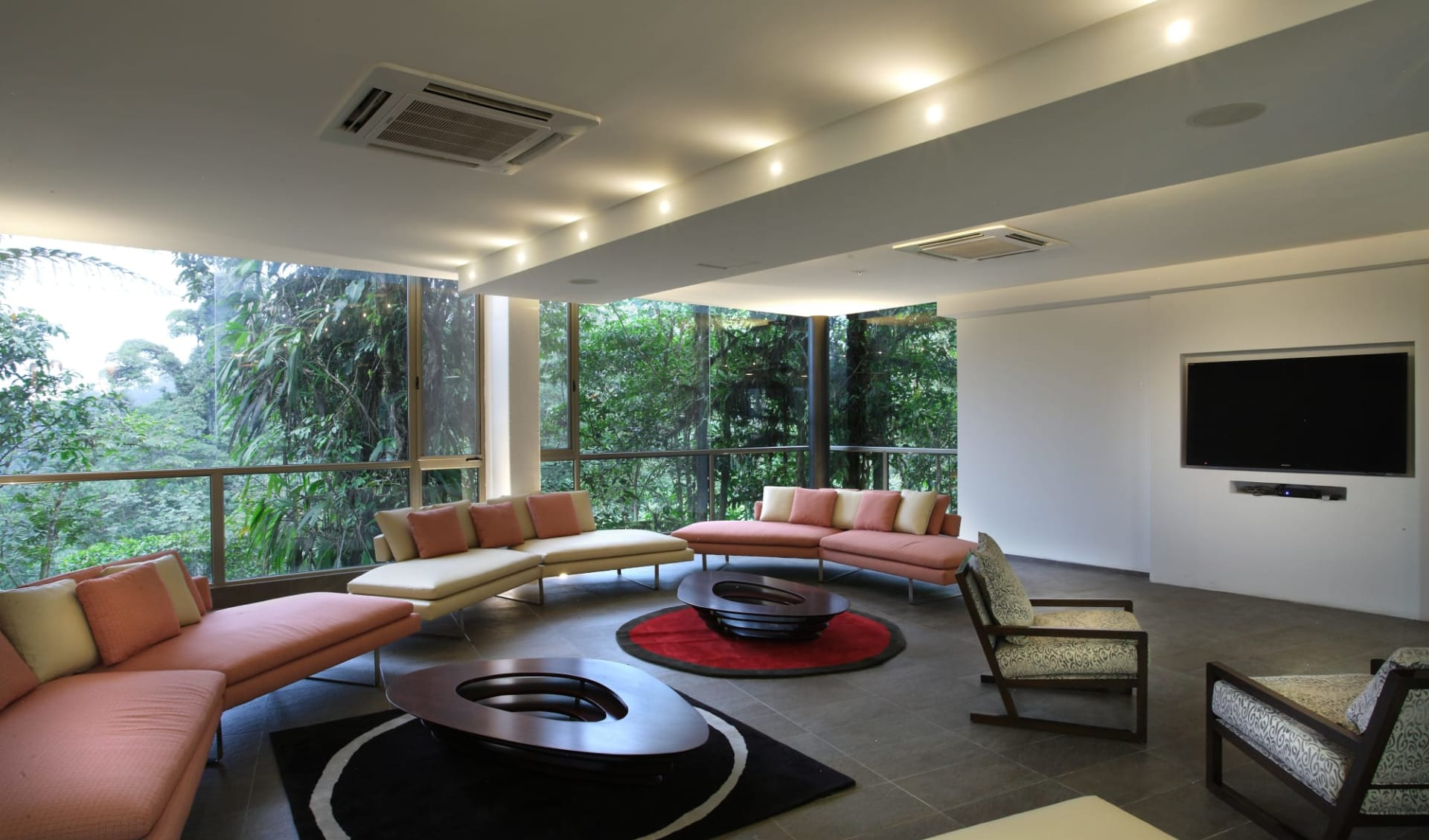 Mashpi Lodge ab Quito: facilities: Mashpi Lodge - Aufenthaltsraum