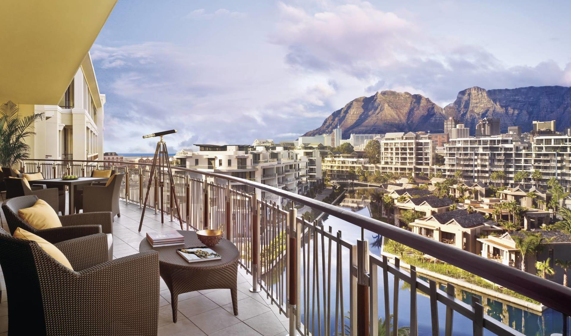 One & Only Cape Town in Kapstadt:  One & Only Cape Town - Blick von Terrasse über Hotelanlage