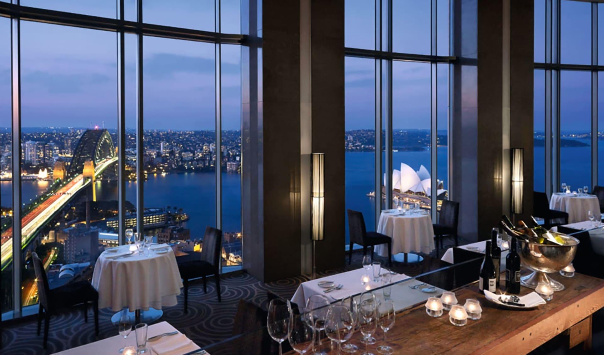 Shangri-La Sydney: Facilities Shangri-La Sydney Australien  Altitude Restaurant mit Blick auf Harbour Bridge und Opernhaus 2017