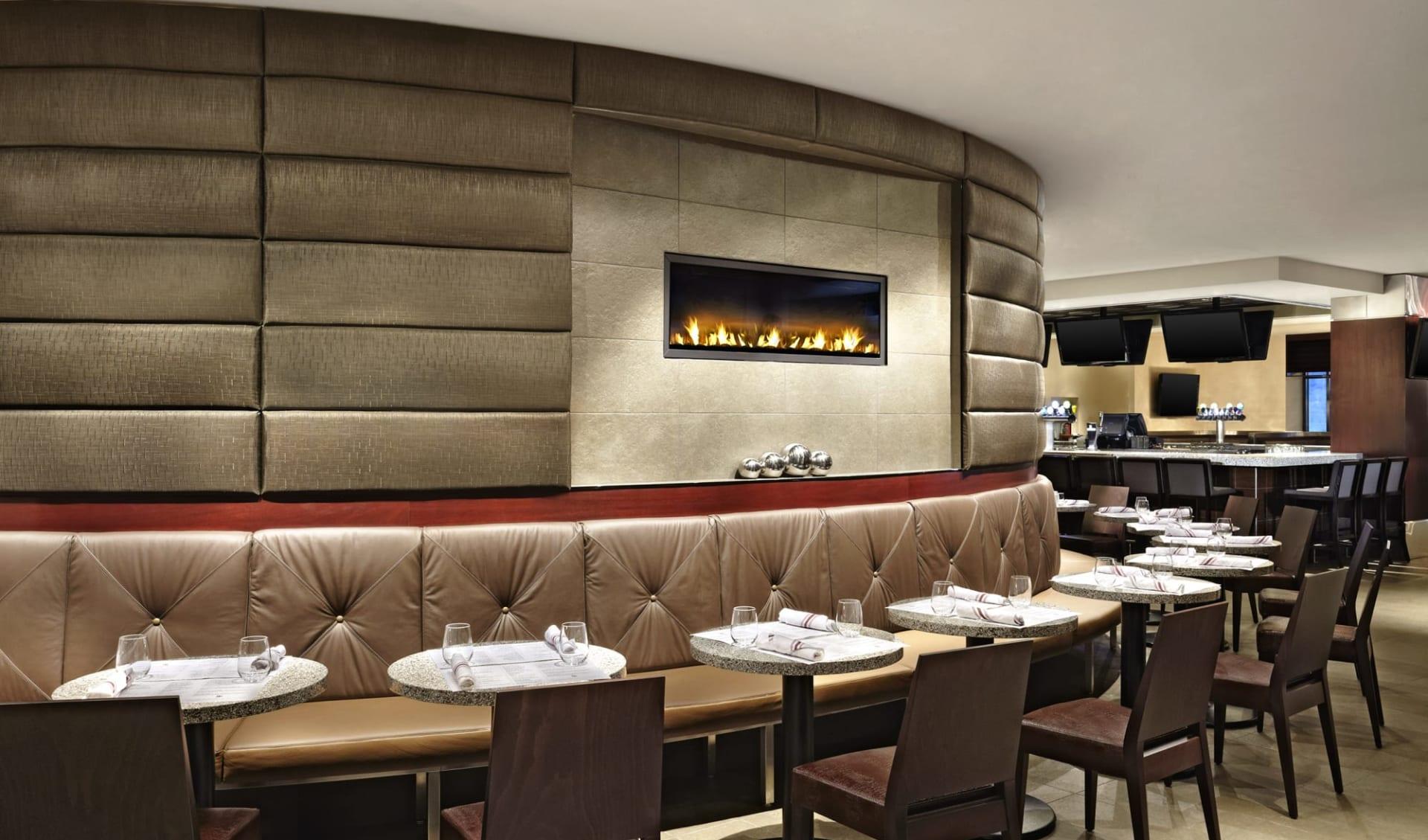 Sheraton Centre Hotel in Toronto:  Sheraton Centre Hotel & Towers_RestaurantLounge&BarArea