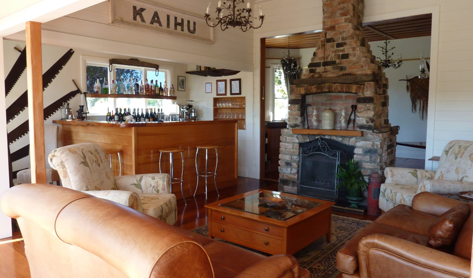 Waipoua Lodge in Dargaville:  Waipoua Lodge - fireplace