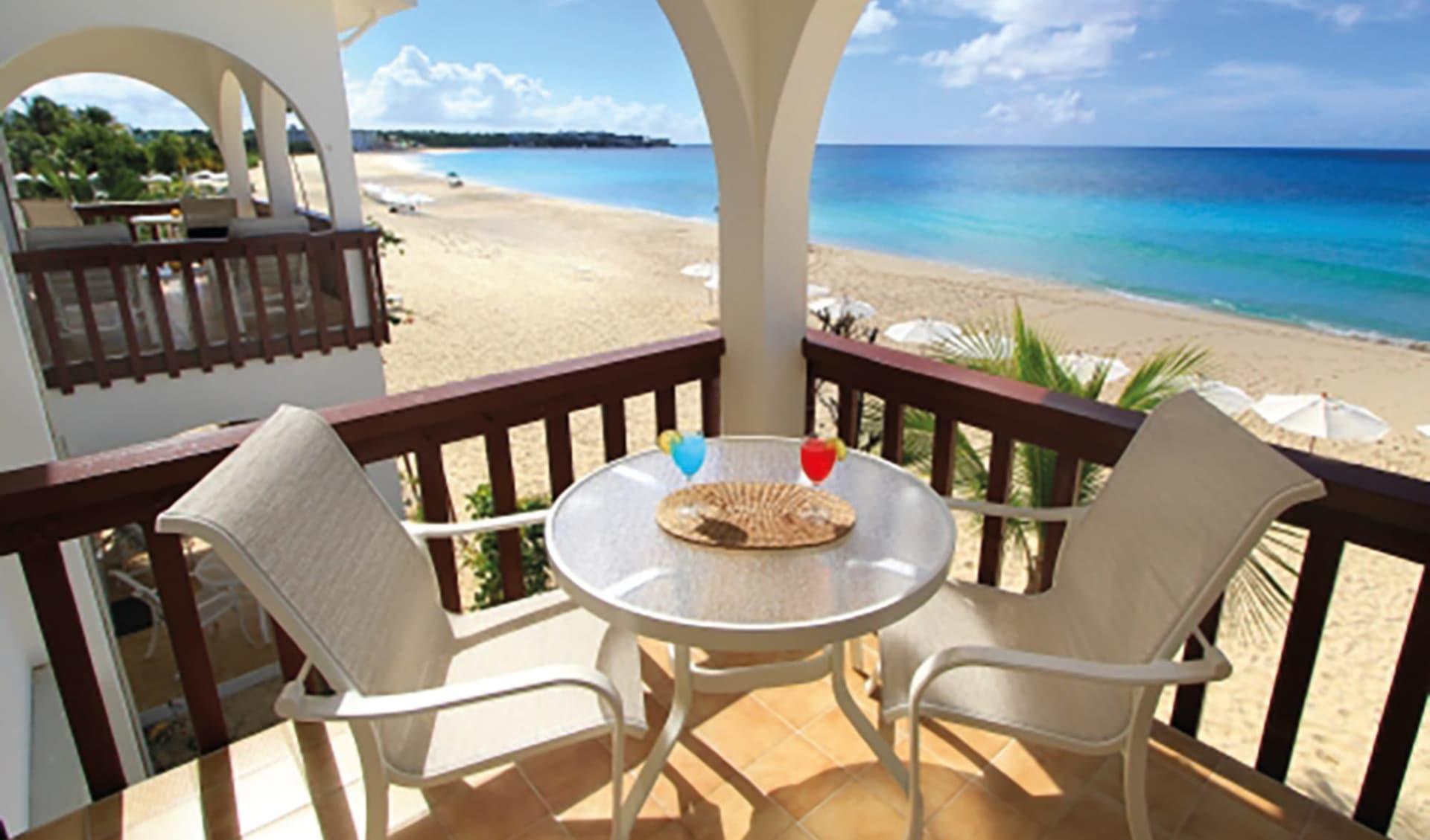 Carimar Beach Club in Meads Bay:  Zimmer Carimar Anguilla - Balkon mit Aussicht c Hotel