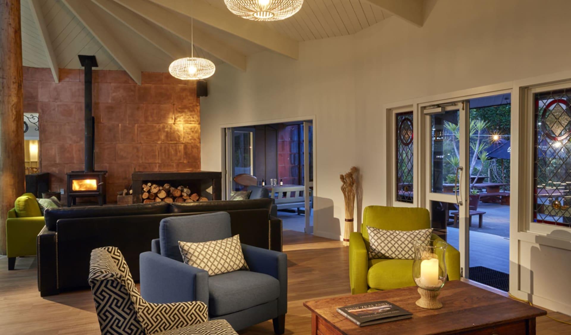 Awaroa Lodge in Abel Tasman: facilties: Awaroa Lodge - Lounge