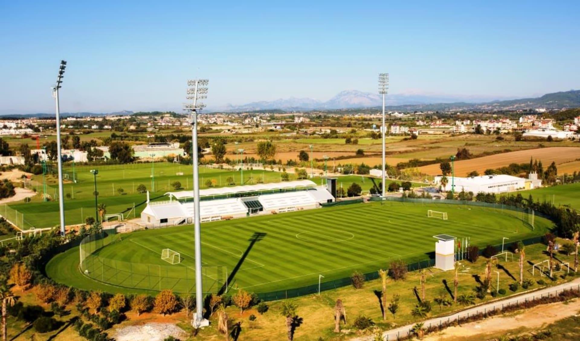 Side - Hotel The Sense De Luxe: Football 2