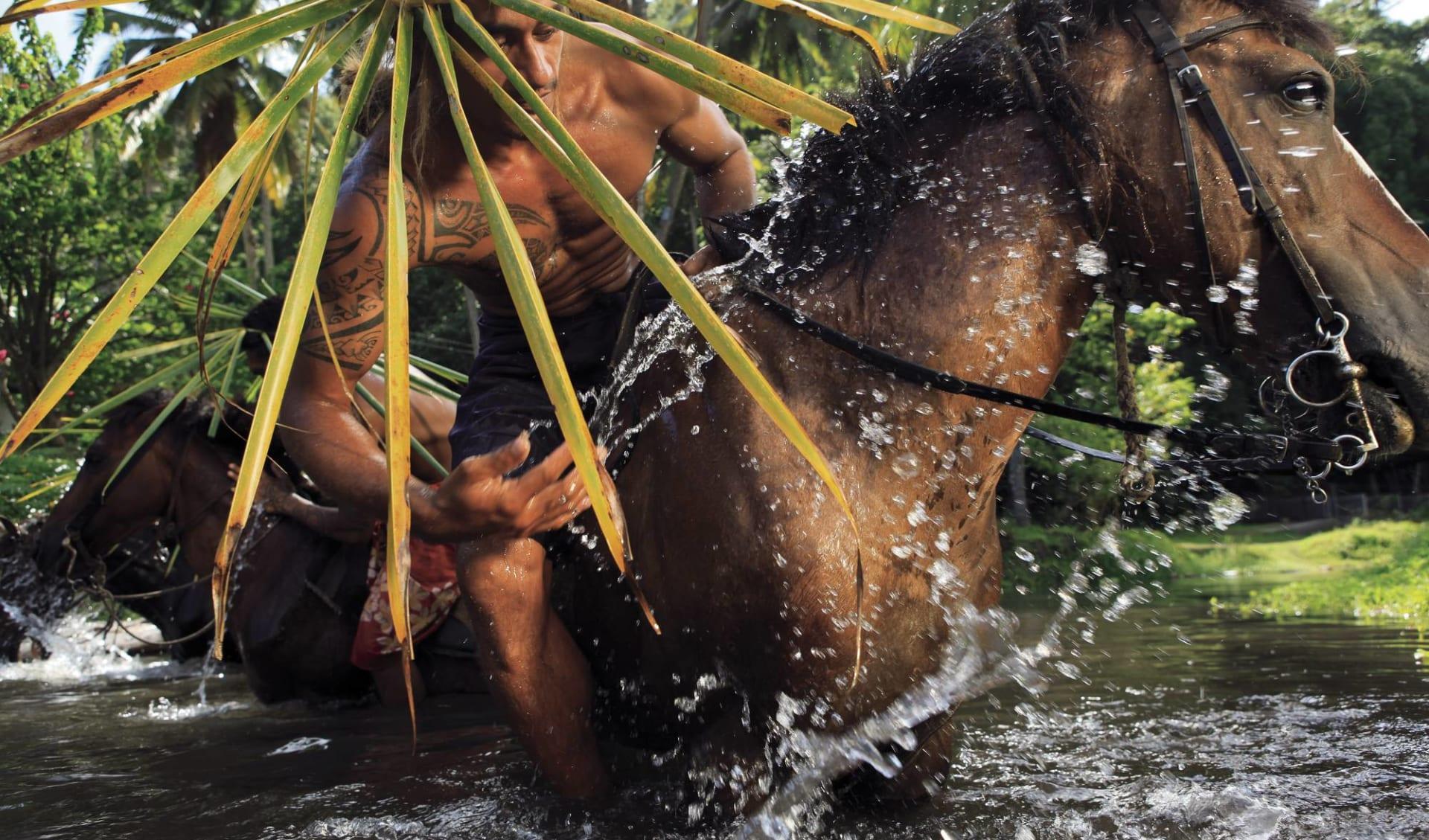 Marquesas Discovery ab Papeete: Französisch Polynesien - Marquesas - Einheimischer beim Reiten