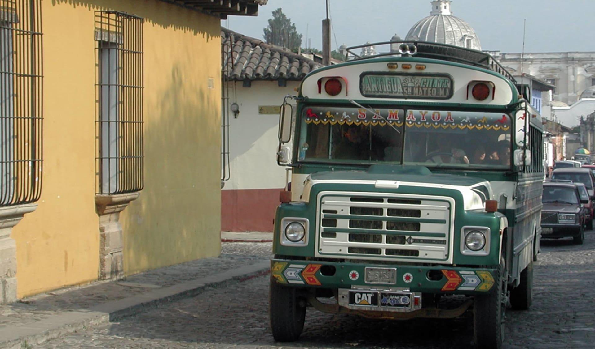 Gruppenreise Mundo Maya ab Guatemala City: Guatamala - Antigua - Ortsbus