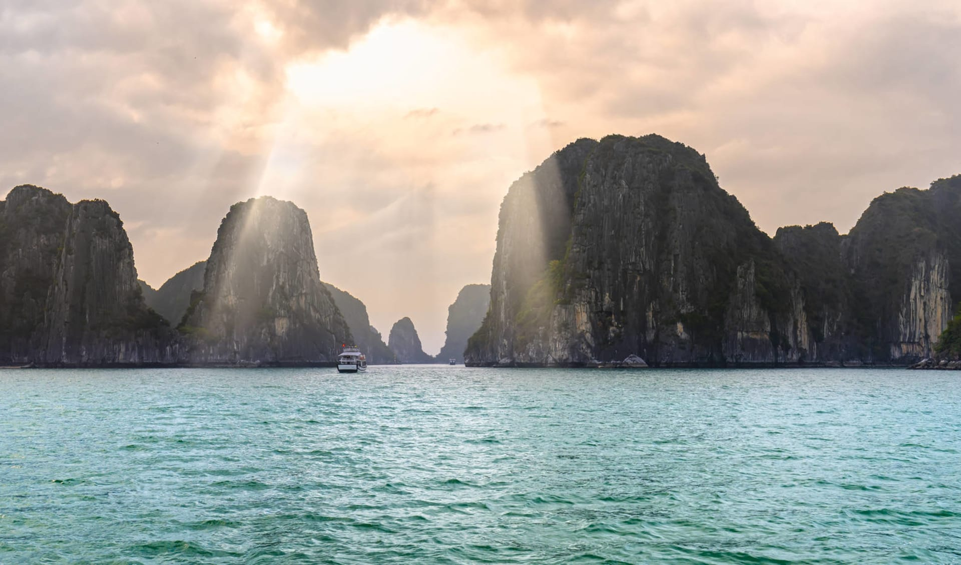 Halong Bucht Kreuzfahrten mit «The Au Co» ab Hanoi: Halong Bay