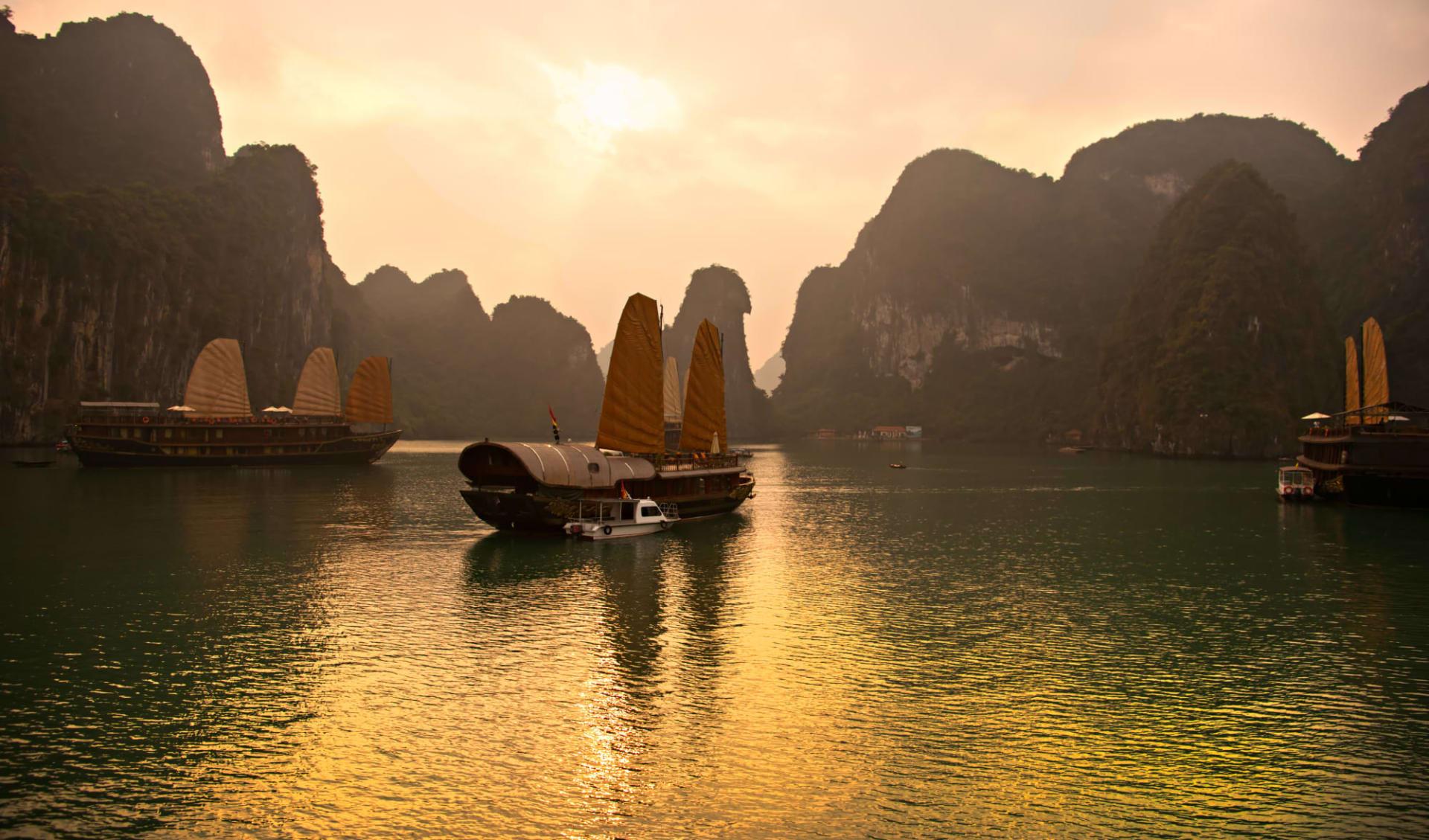 Impressionen Nordvietnams & Halong Bay Kreuzfahrt ab Hanoi: Halong Bay Vietnam Unesco World Heritage Site