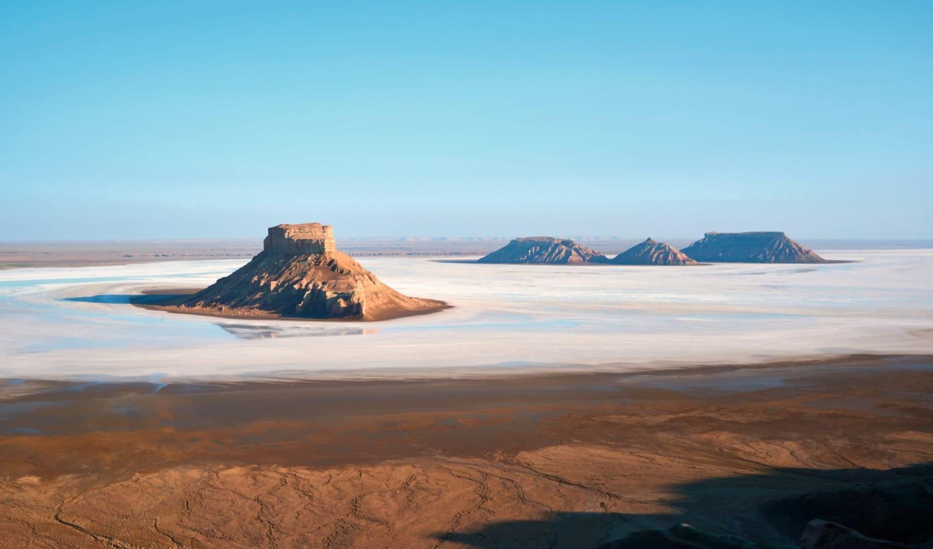Einmalige Salz-Landschaft im Westen Kasachstans ab Aktau: KA_Ustyurt Plateau_shutterstock_691232413_Yerbolat Shadrakhov