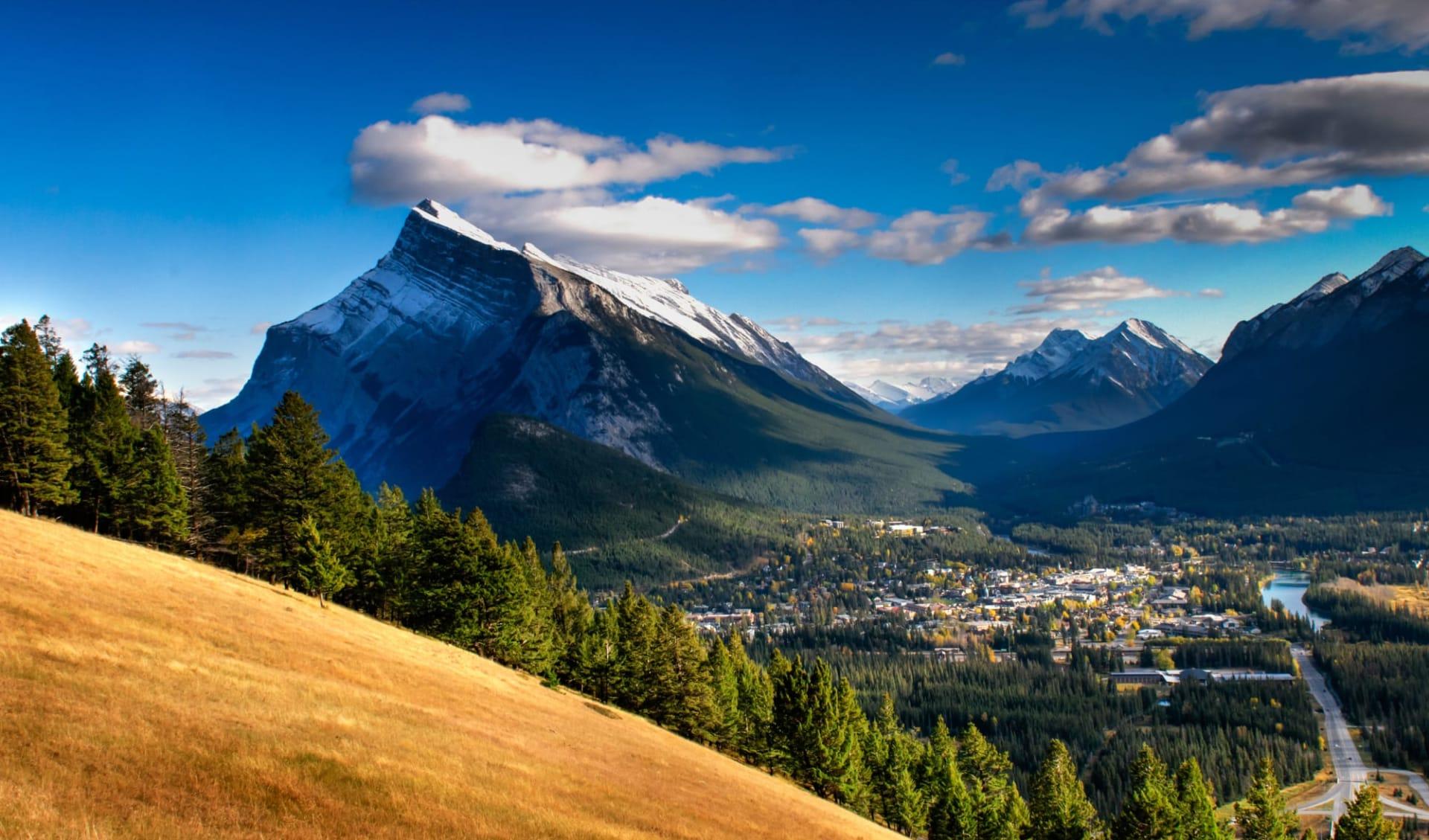 Nordwestkanada und Inside Passage ab Whitehorse: Sicht auf Banff Stadt