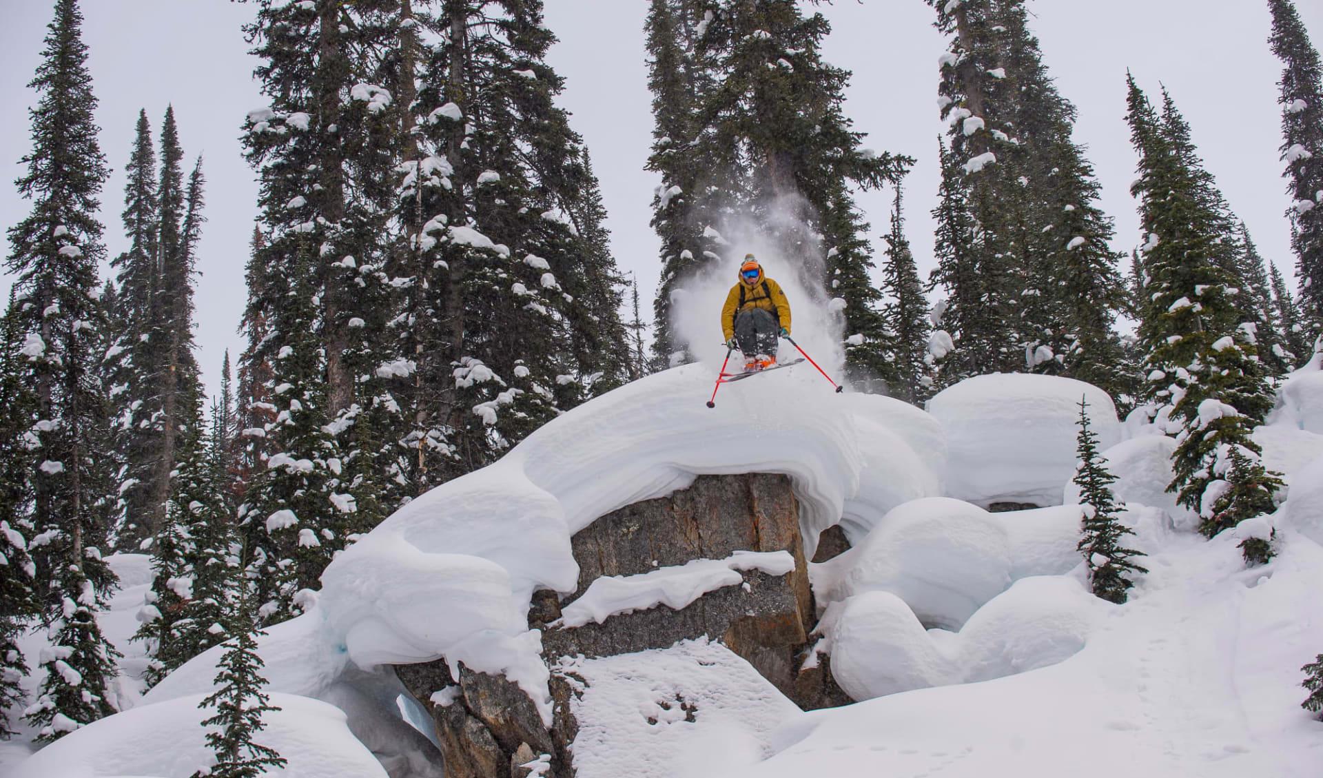 Bugaboos 7 Tage (CMH) ab Calgary: Kanada - CMH - Bugaboos - Skifahrer über Stein