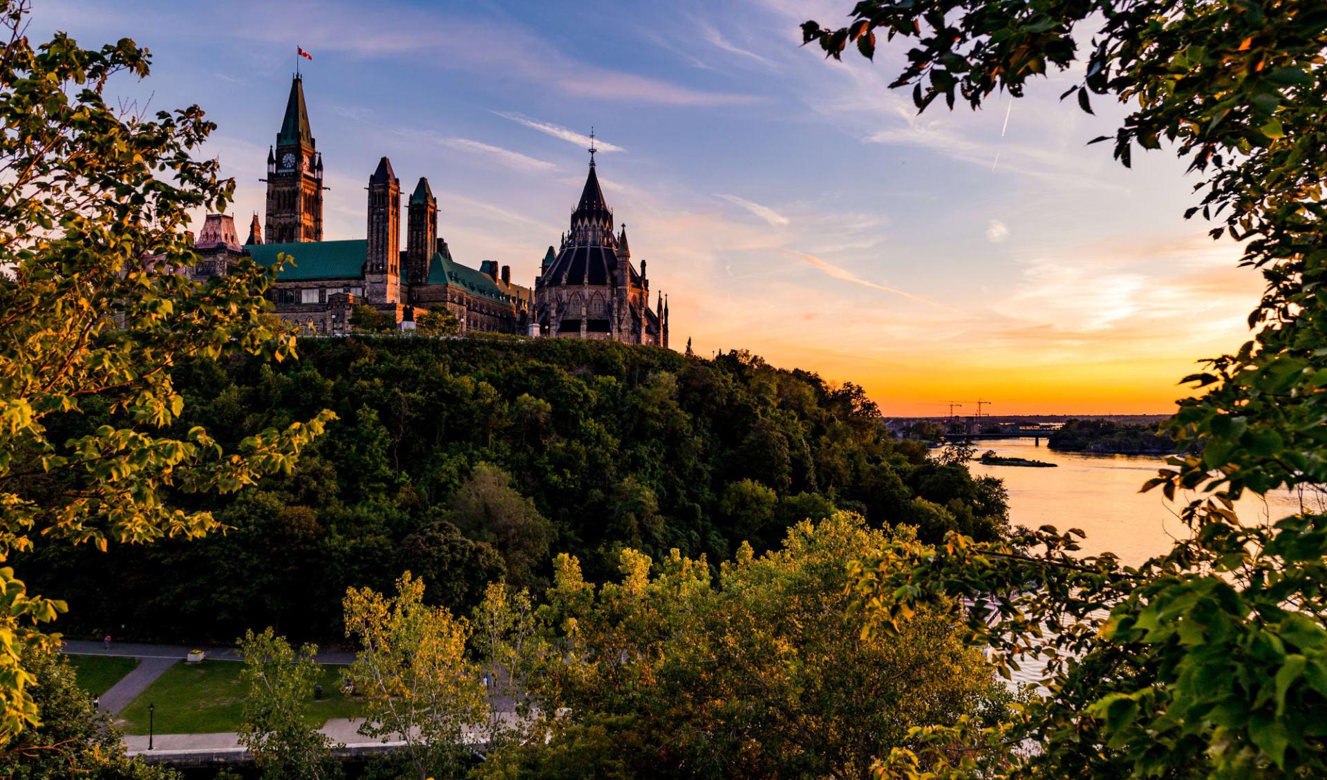 Québec und der St. Lorenz Seeweg ab Toronto: Kanada - Ottawa - Canadian Parlament