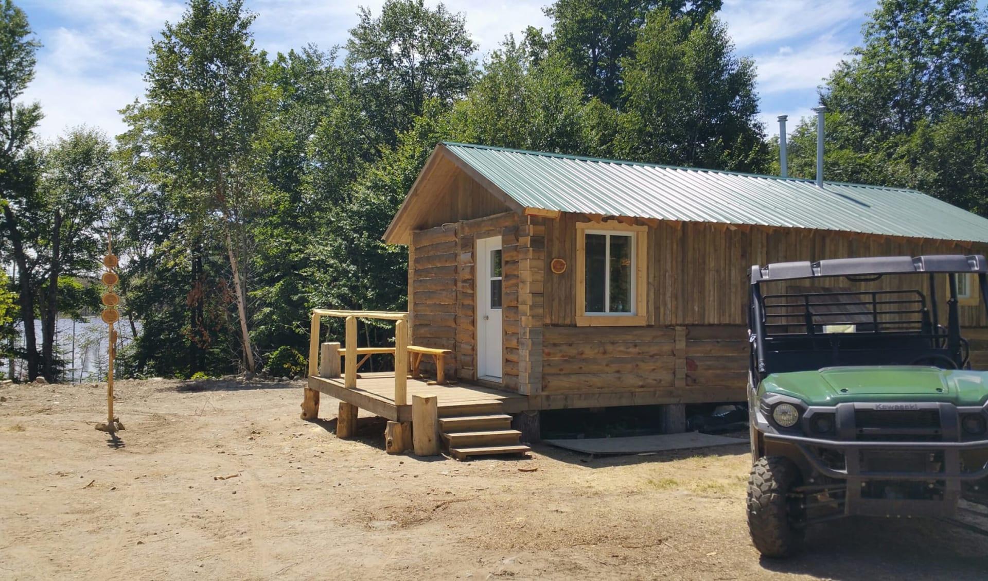 Amishk - Indianer Abenteuer Montcalm Regional Park ab St-Calixte: Kanada - Quebec - Amishk Indianer Abenteuer - Blockhaus
