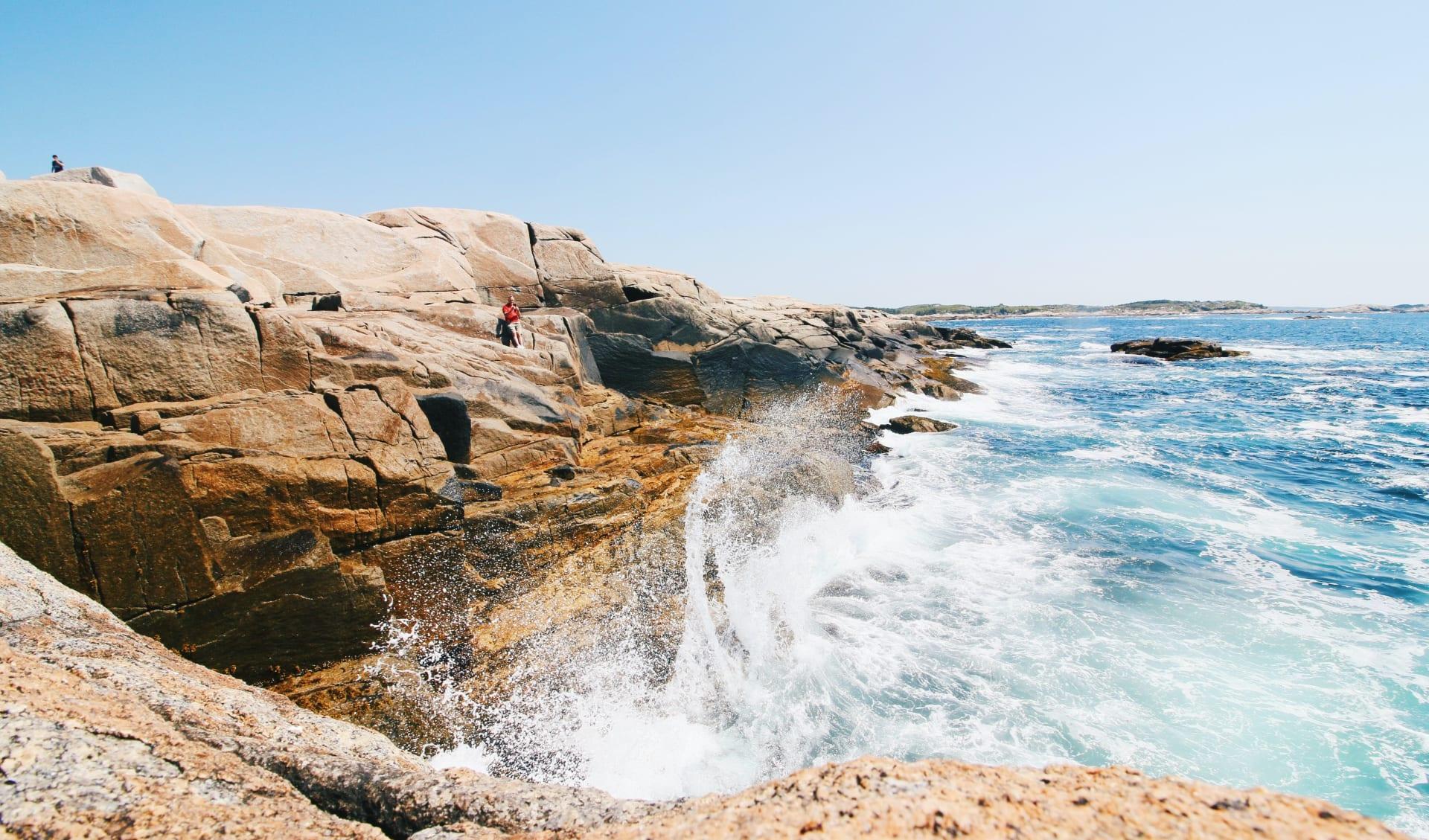 Waves Crashing, Canada
