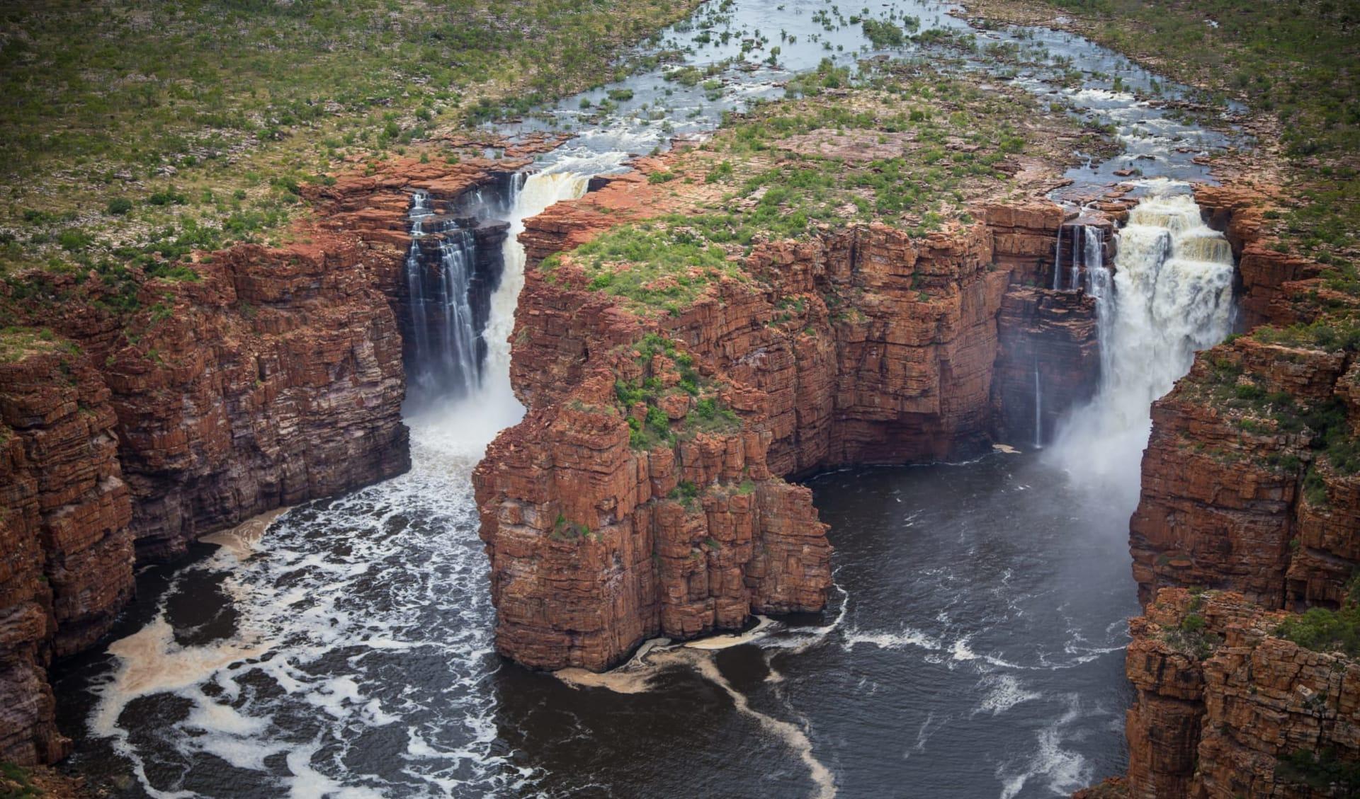 Kimberley Quest ab Broome: Kimberley Plateau mit einem Donner direkt in die Ozeanschlucht
