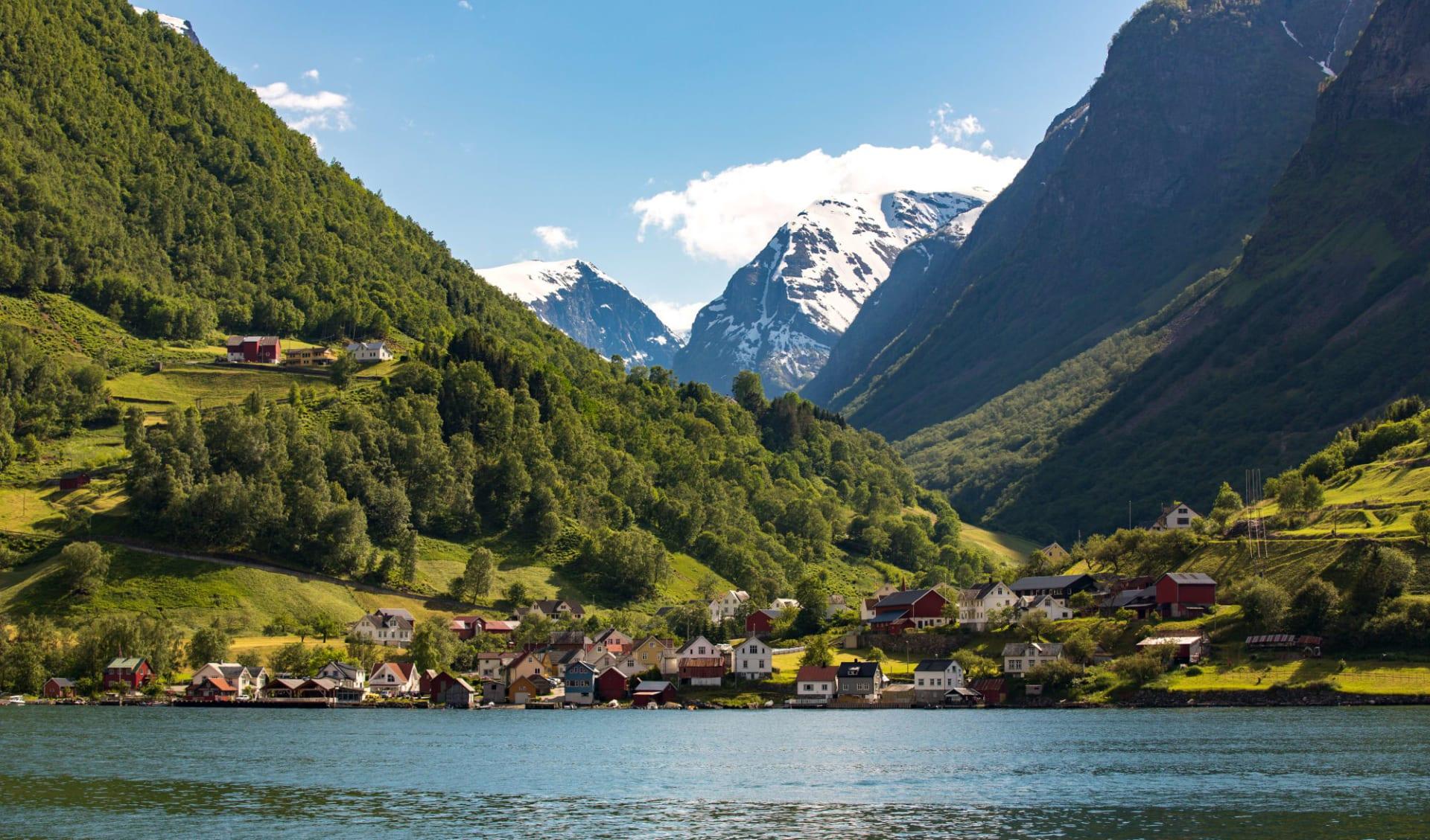 Fretheim in Sogne-, Aurland-, Lusterfjord: Landschaft in Flam, Norwegen.