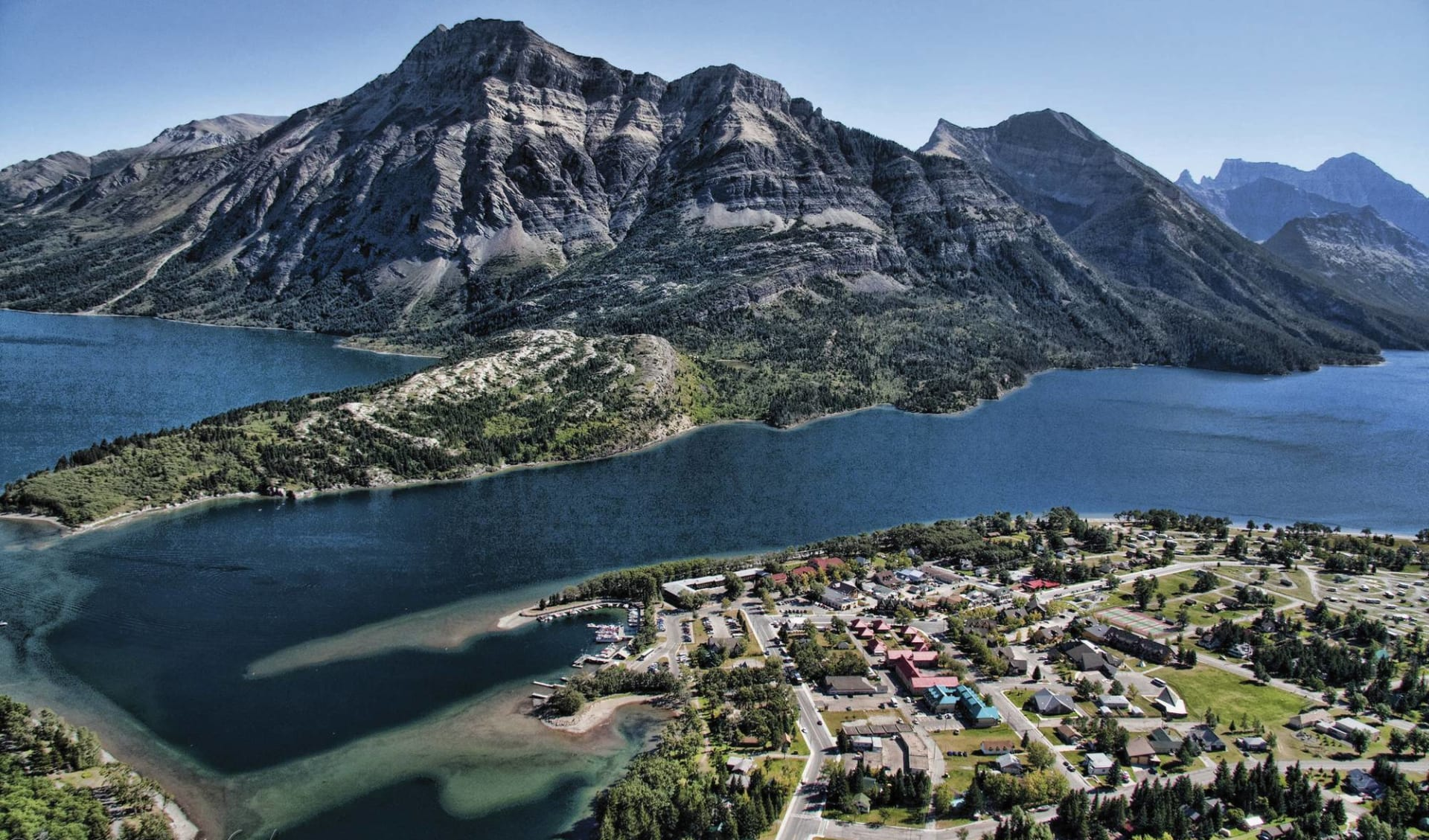 Wandern entlang der Geheimtipps Westkanadas ab Calgary: location: 2014_172_Waterton Lakes NP Townside