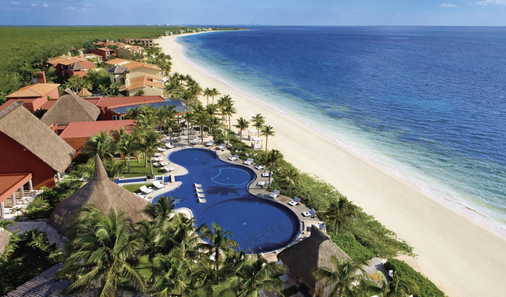 Zoëtry Agua Punta Cana:  exterior Zoetry Paraiso - Aussenansicht mit Pool Richtung Strand Aerial