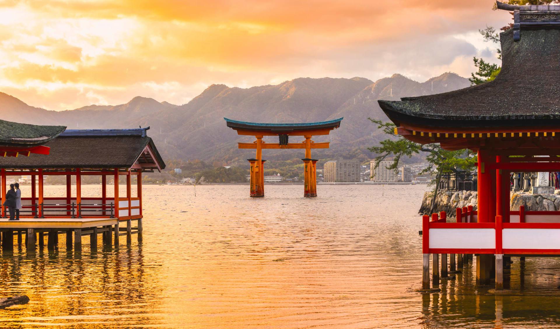 Entdeckungen im Westen Japans ab Kyoto: Miyajima Tori Gate