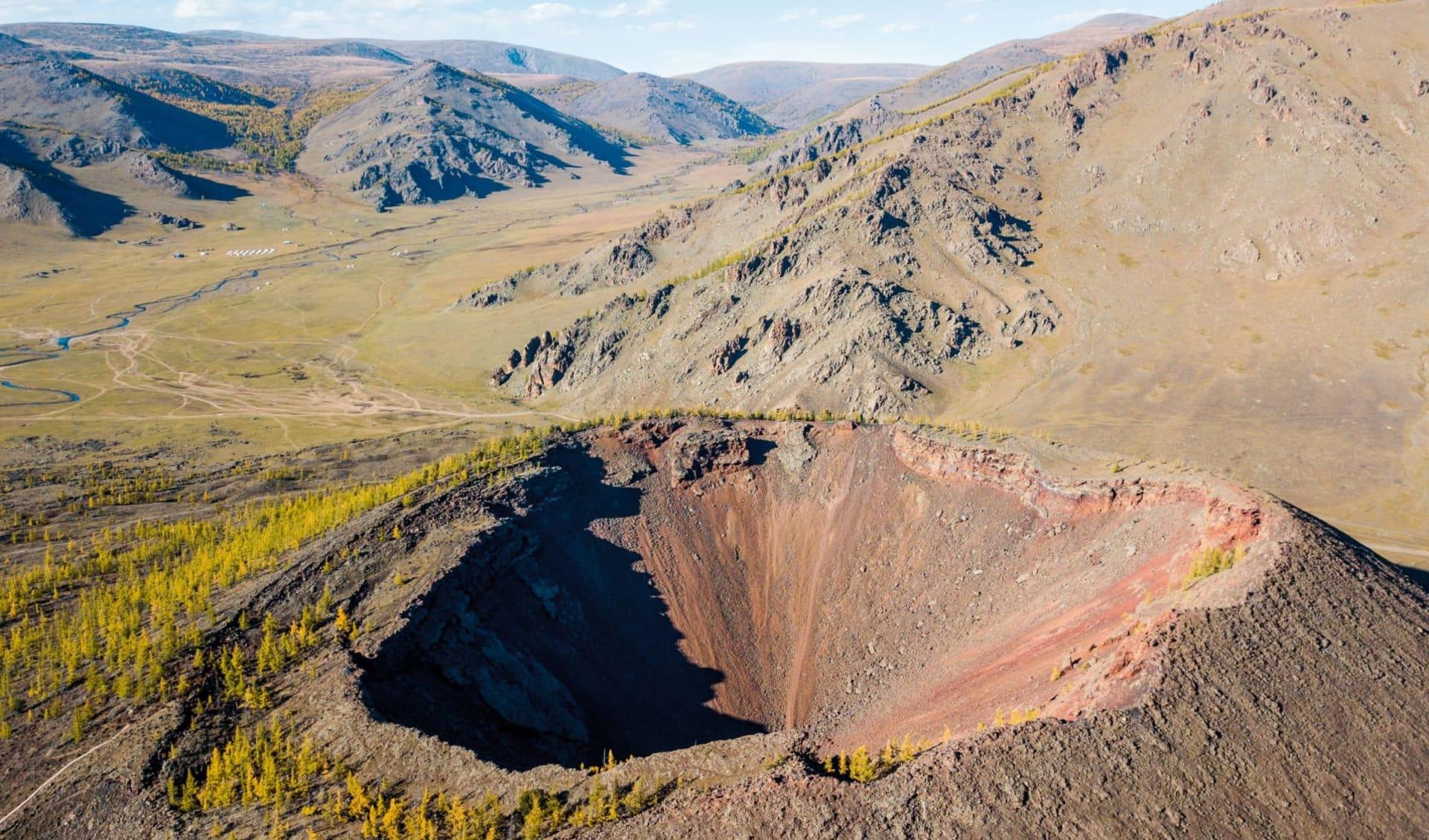 Grasland, Steppenwind und Wüstensand ab Ulaanbaatar: MN_Vulkan Khorgo_shutterstock_1212155158_Daniel Karfik