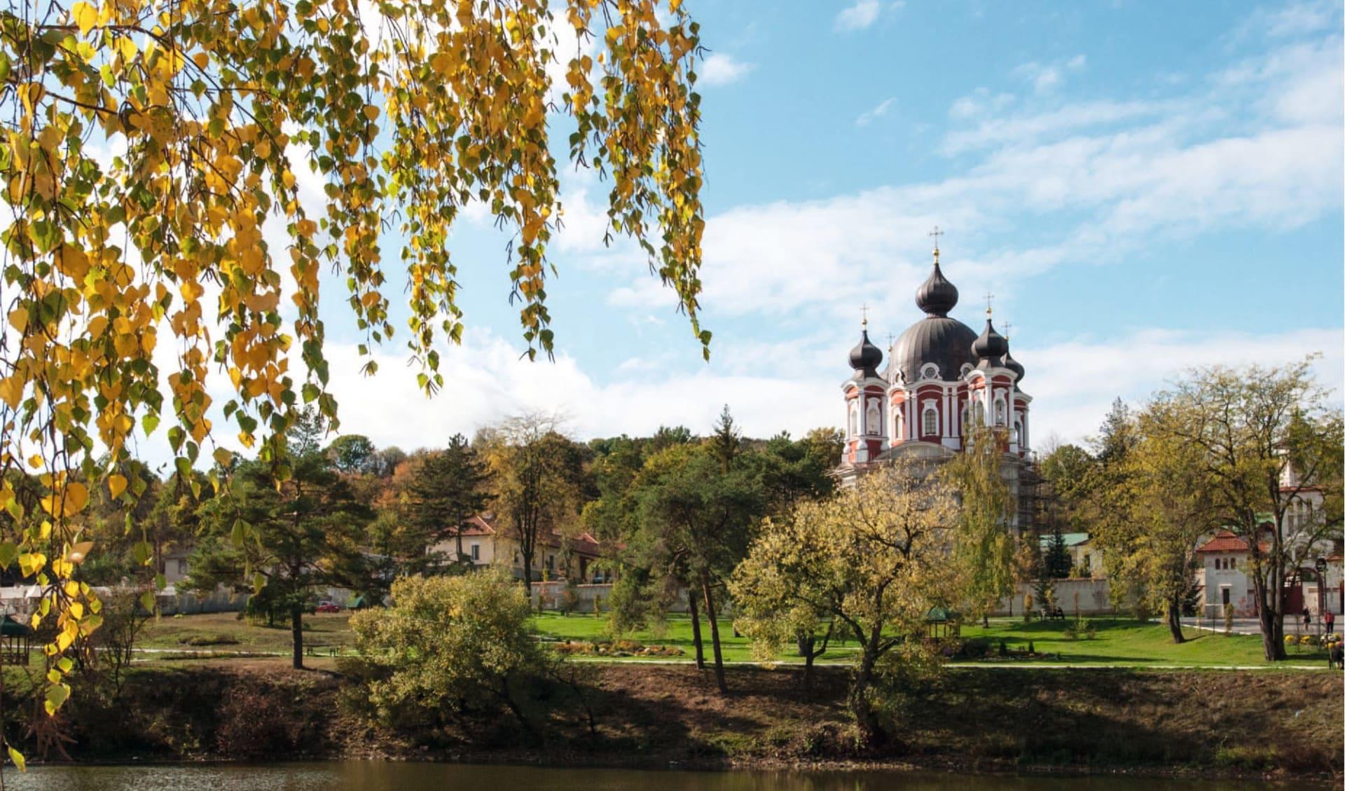Ein Land voller Überraschungen ab Chisinau: Moldawien_Curchi-Kloster_Agenturbild