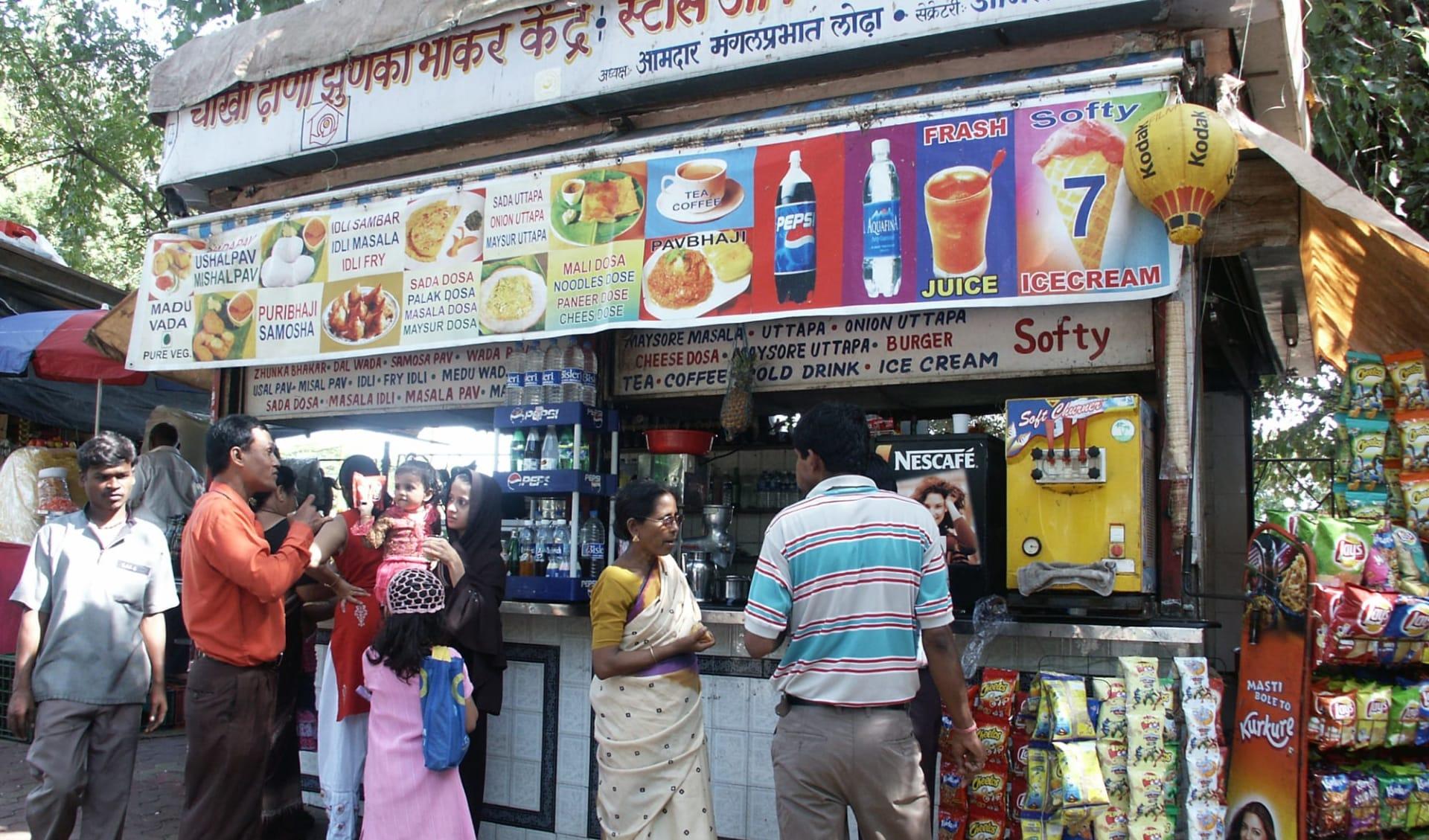Unbekanntes Gujarat ab Ahmedabad: Mumbai: Street Stall