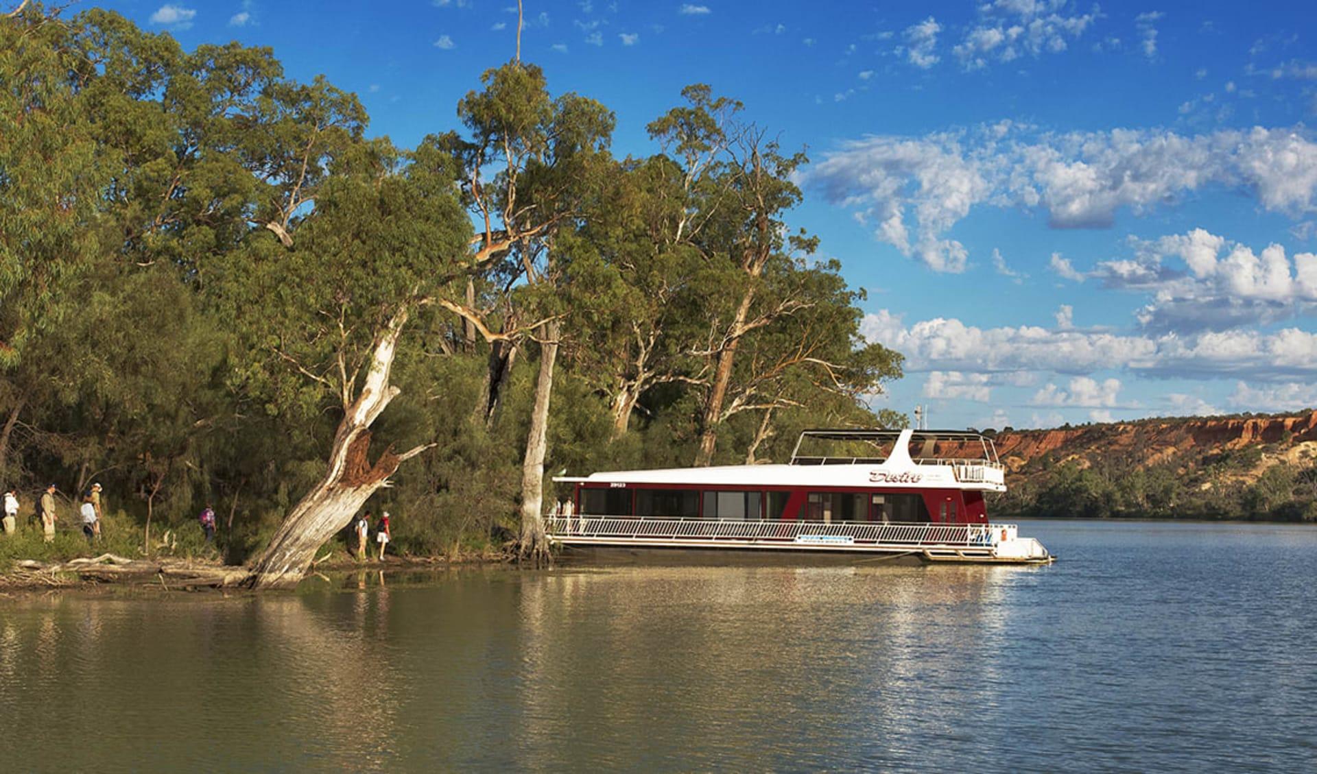 Murray River Walk ab Renmark: Murray River - Houseboat shot Murray River Walk