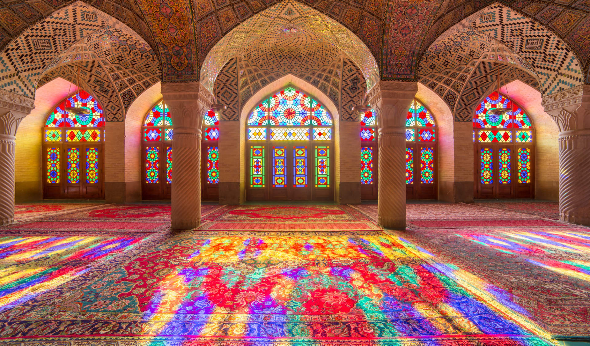 Persischer Golf - 3000 Jahre Handels- und Konfliktgeschichte ab Shiraz: Nasir Al-Mulk Mosque in Shiraz, Iran, also known as Pink Mosque