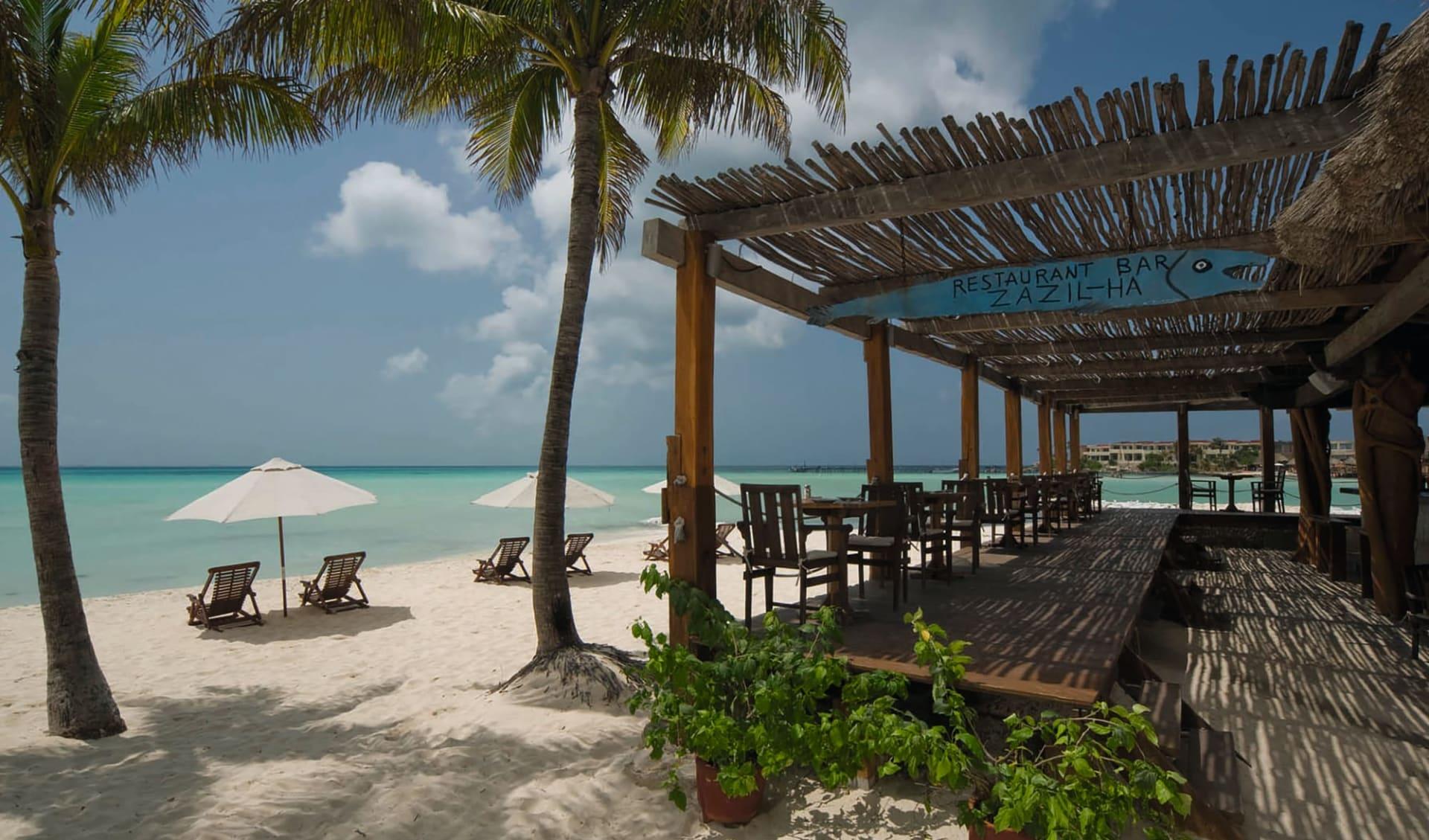 Na Balam Beach Hotel in Isla Mujeres: natur na balam strand meer strandbar