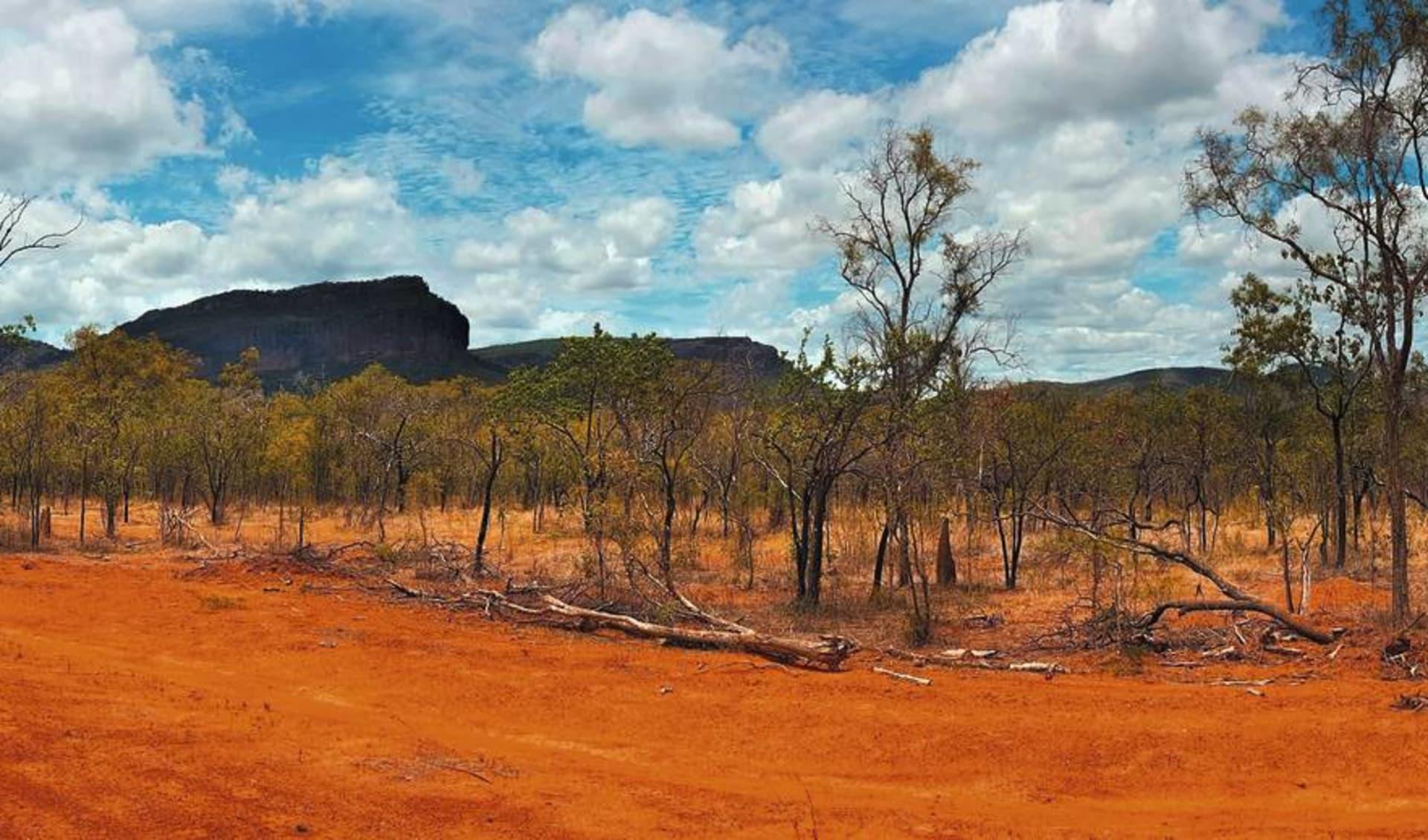 Sails in the Desert Hotel in Ayers Rock - Yulara: Natur Northern Territory Australien  Outback Landschaft  c shutterstock_560722195 2017