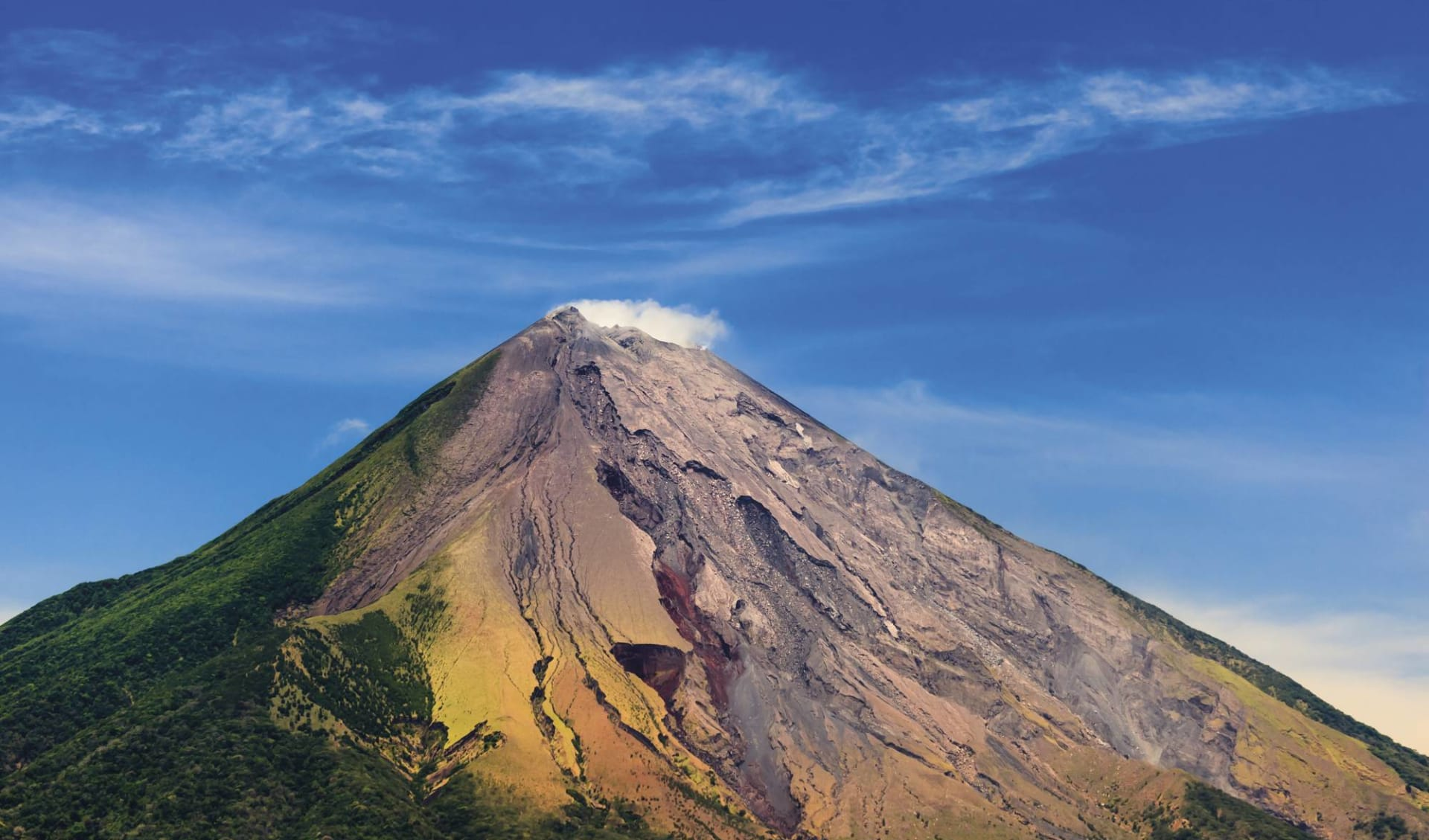 Gruppenreise Höhepunkte Nicaragua ab Managua: Nicaragua - Vulkan Ometepe - Blick auf farbigen Vulkan