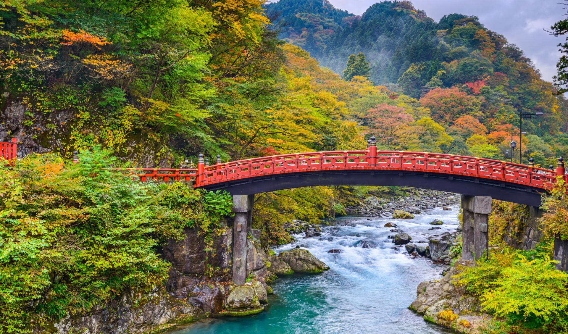 Gruppenreise «Im Reich der Sonnengöttin» ab Kyoto: Nikko at the Shinkyo Bridge over the Daiwa River
