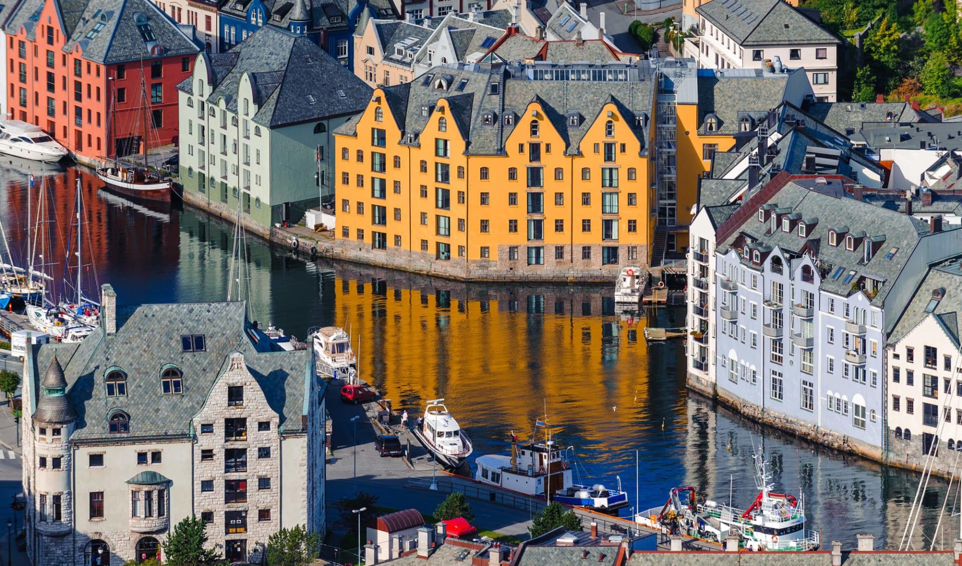 Quality Waterfront in Alesund: Norwegen Alesund 1