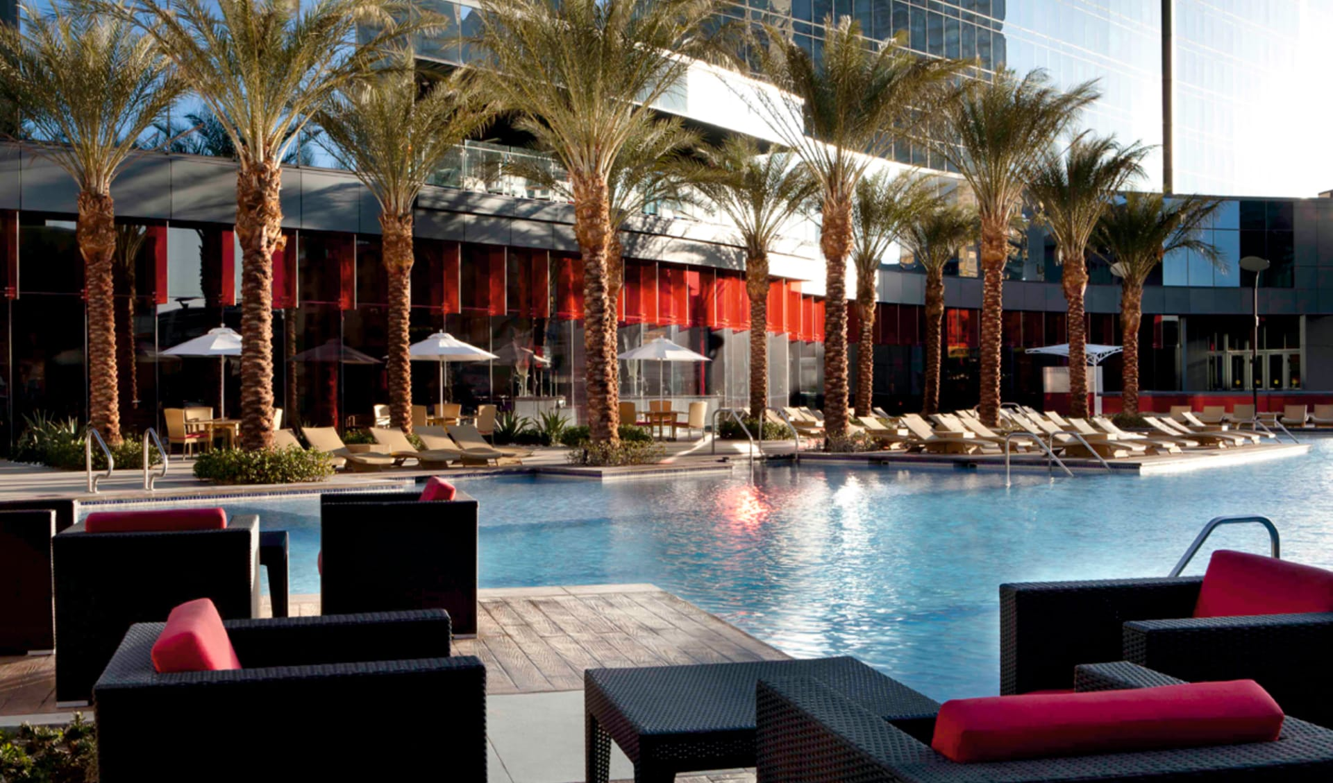 Elara, a Hilton Grand Vacations Hotel-Center Strip in Las Vegas: pool elara a hilton grand vacations hotel palmen lounges