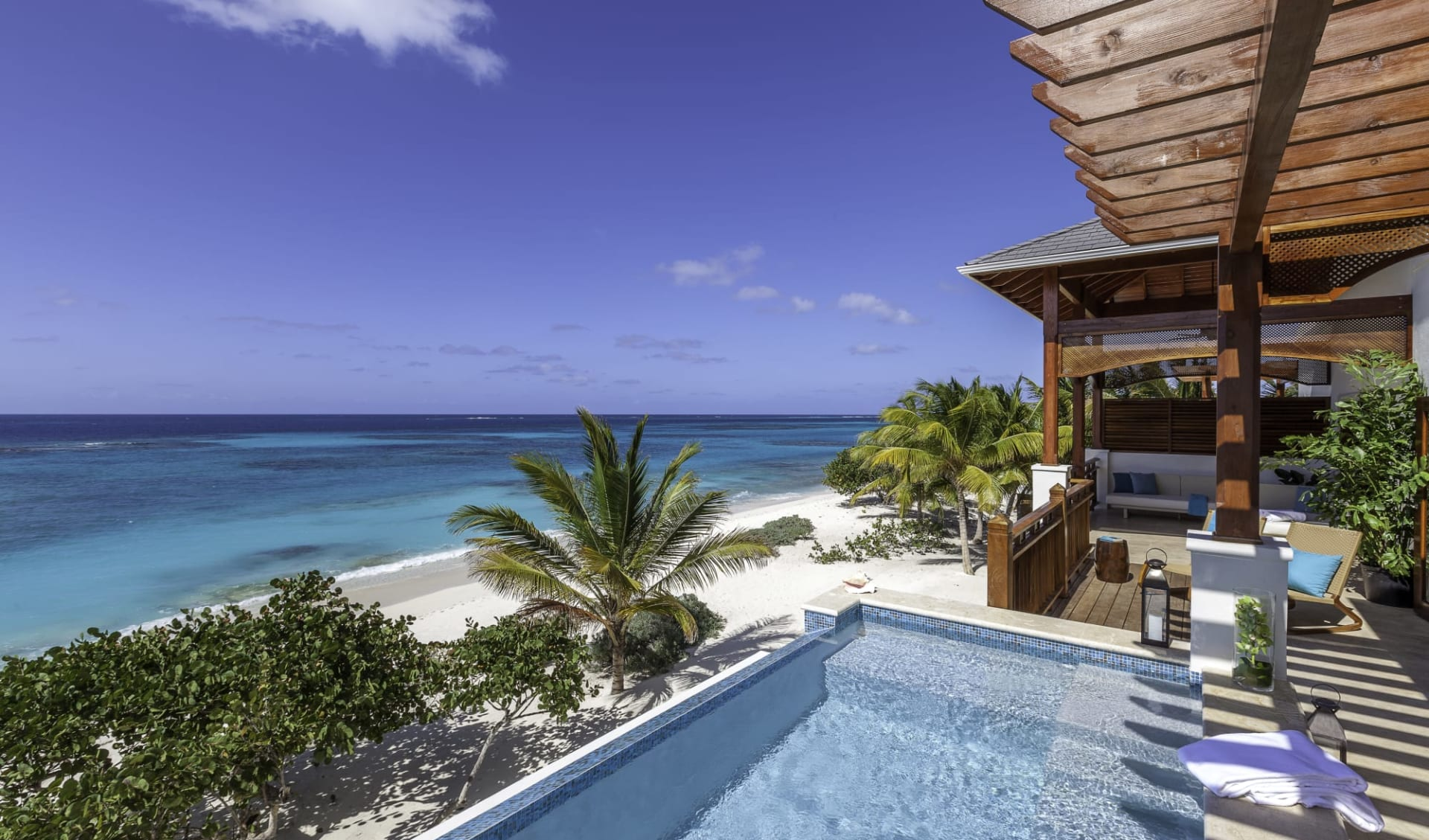 Zemi Beach House in Shoal Bay East:  Exterior Zemi Beach House Anguilla - Hotel und Strandansicht cHotel