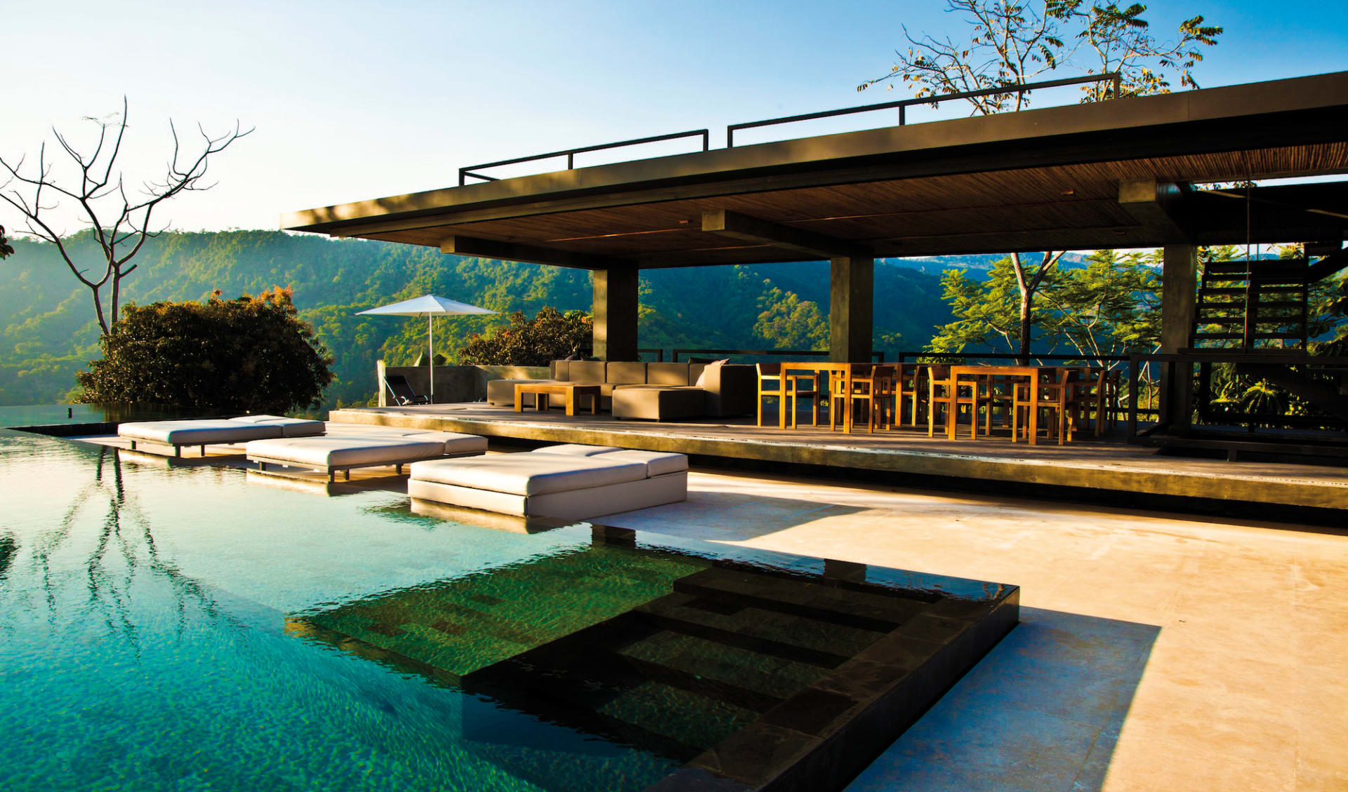 Kura Design Villas in Uvita: pool kura design villas pool berge