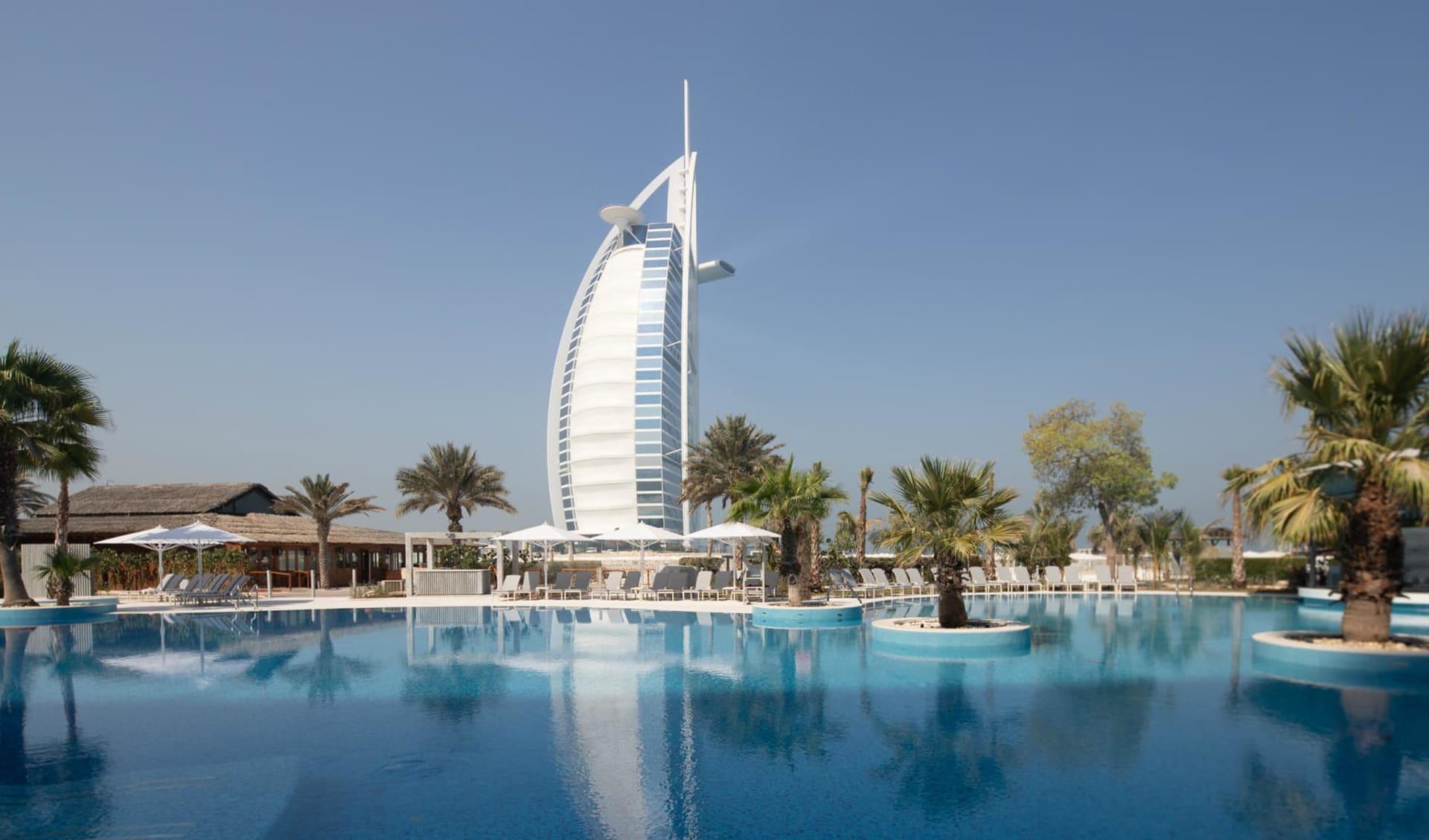 Jumeirah Beach Hotel in Dubai: