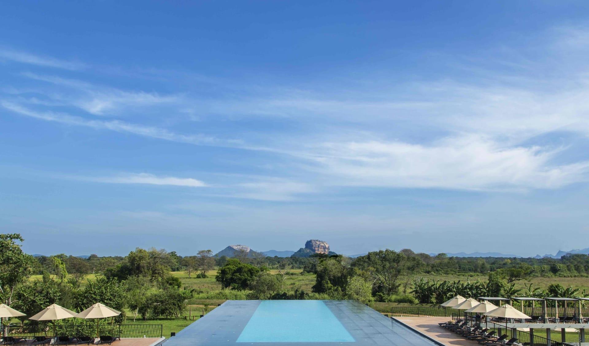Aliya Resort & Spa in Sigiriya: Pool