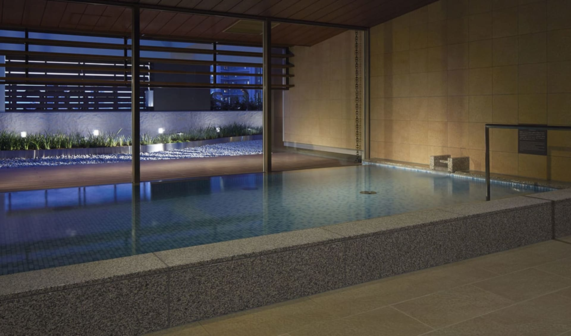 Mitsui Garden Premier in Osaka: Pool
