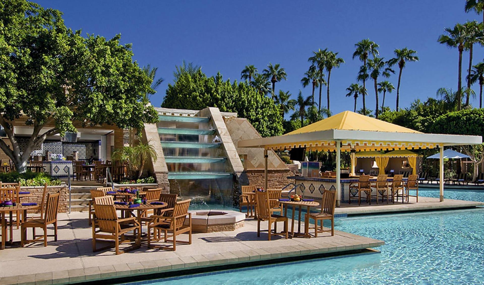The Phoenician in Scottsdale: pool the phoenician scottsdale palmen stühle