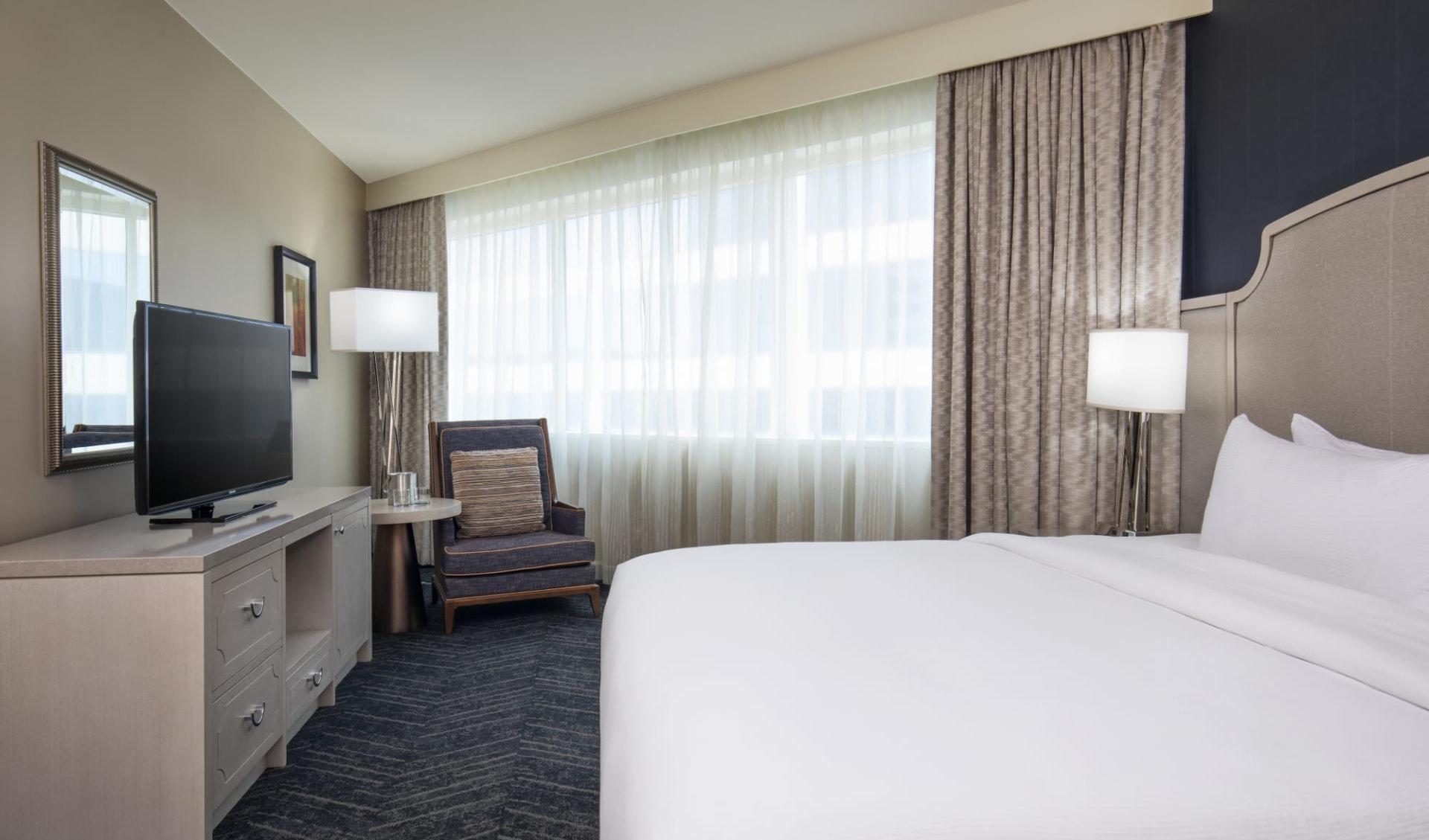 DoubleTree by Hilton Hotel Nashville Downtown:  Doubletree Nashville - King room