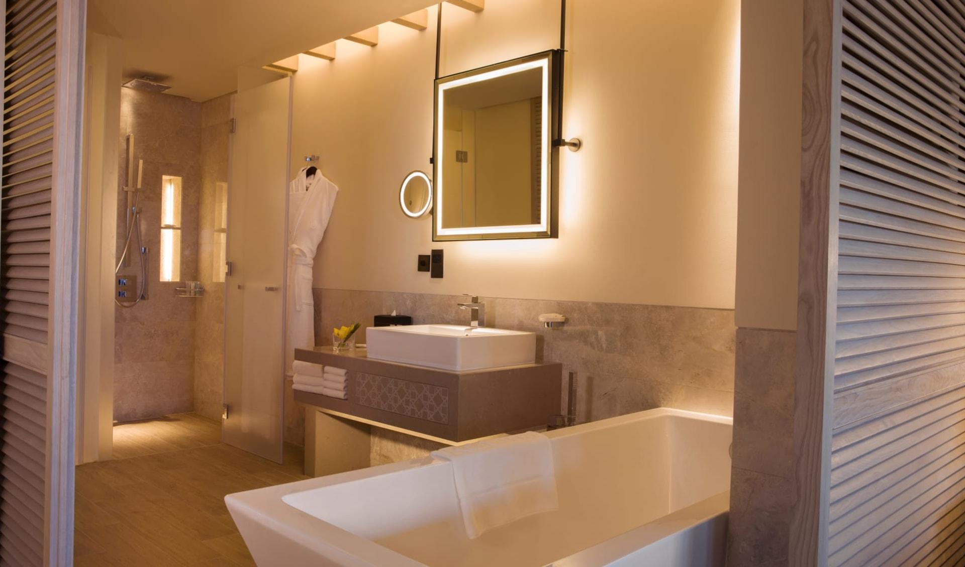 Saadiyat Rotana Resort & Villas - Abu Dhabi:  Guest Bathroom