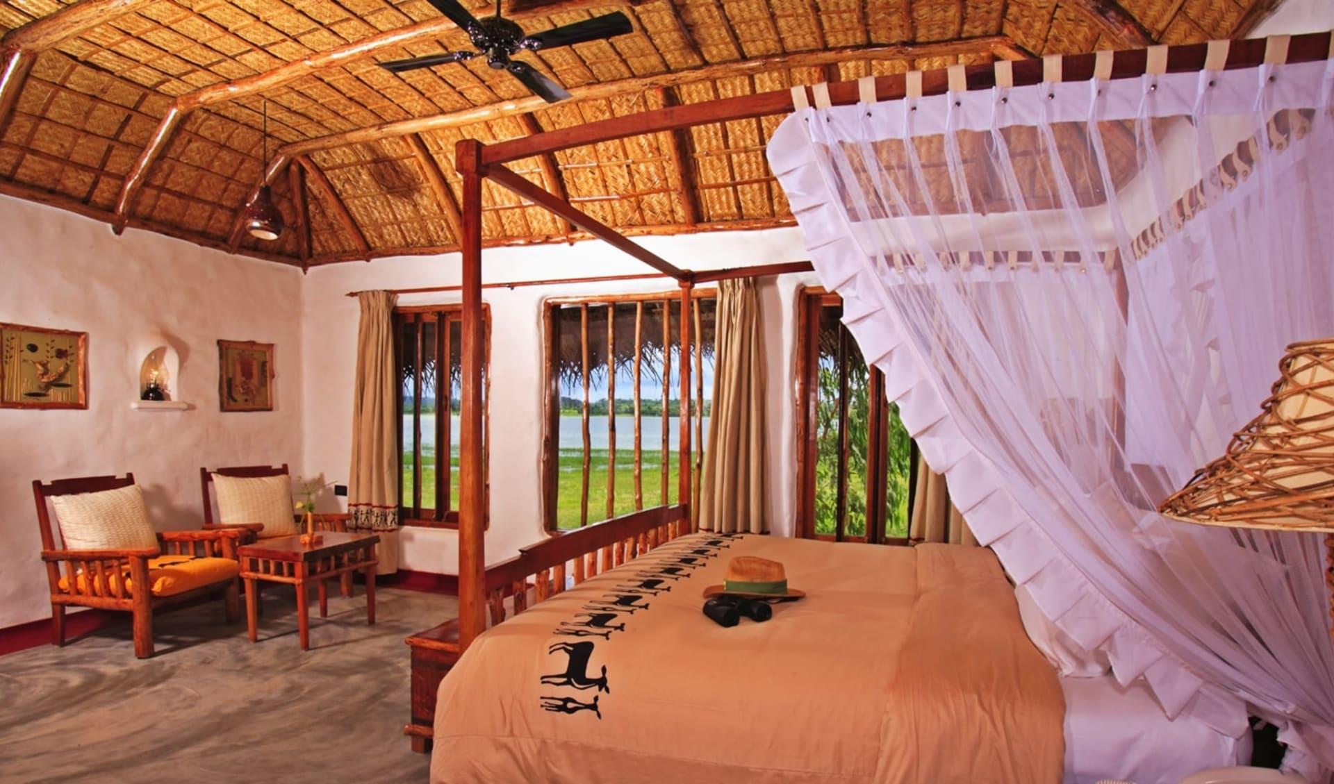 Evolve Back Kuruba Safari Lodge in Nagarhole Nationalpark: Pool Hut   Bedroom