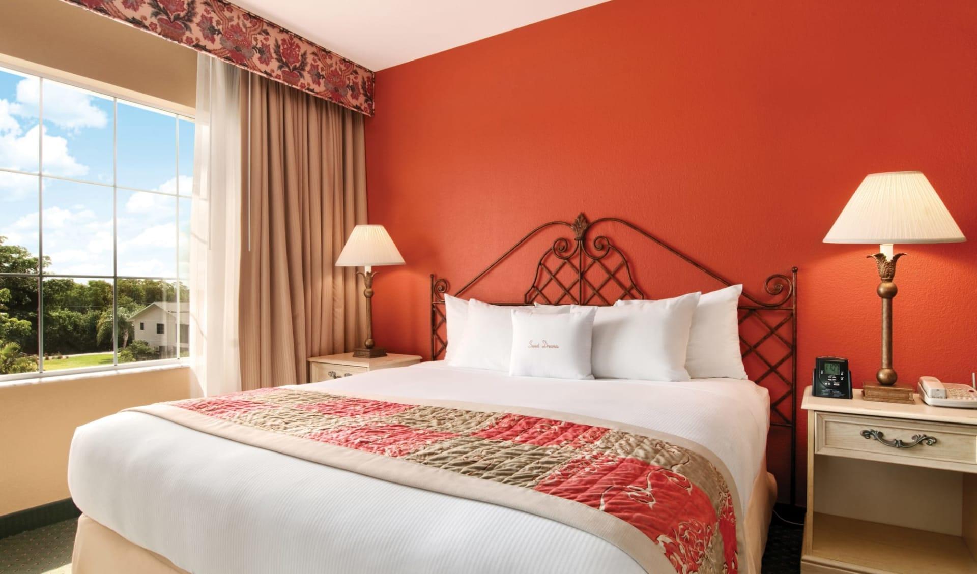 Doubletree Guest Suites in Naples:  Zimmer_Doubletree Guest Suites Nales_Standard_ATI