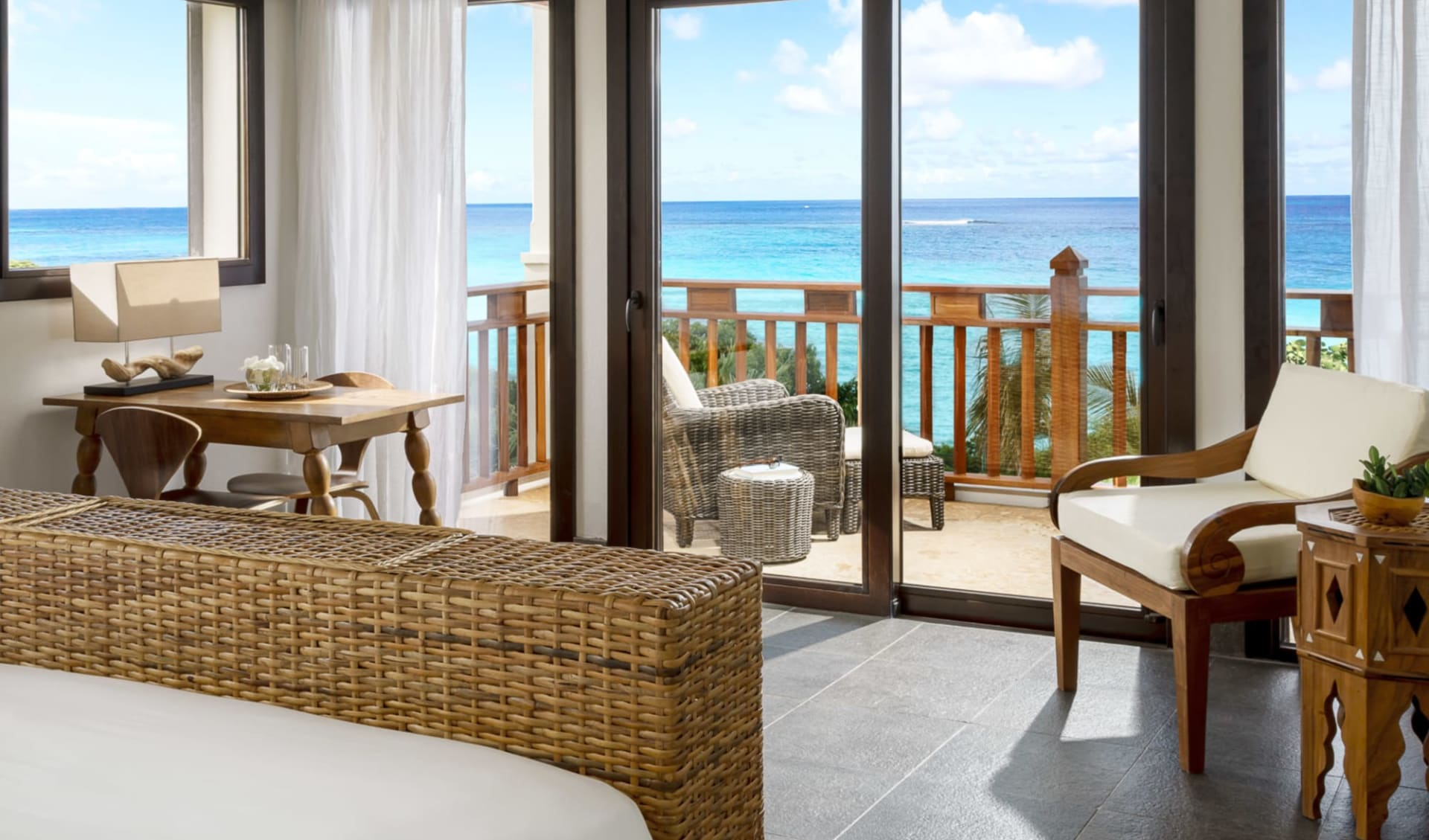 Zemi Beach House in Shoal Bay East:  Zimmer Zemi Beach House Anguilla - Zimmer mit Balkon cHotel