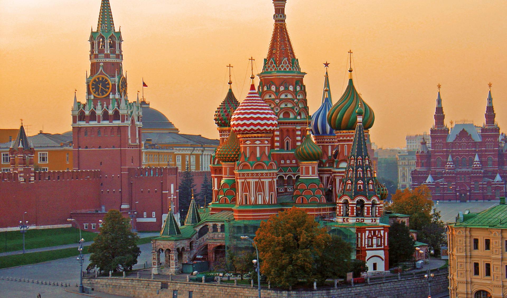 Goldener Ring und russische Kontraste ab Moskau: Russische Kontraste_Basilius_morning