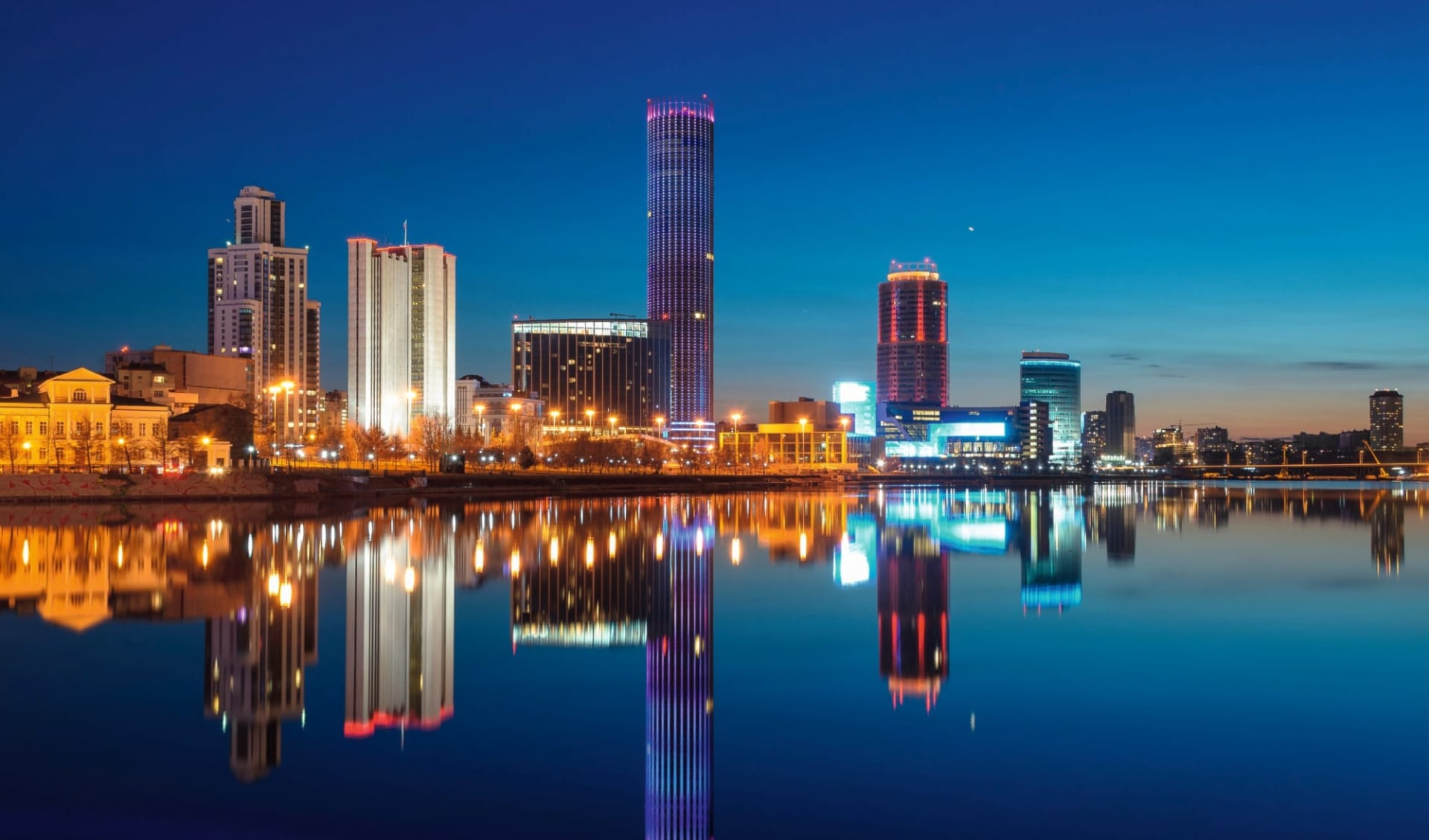 Sonderzug Zarengold Shanghai -Peking-Moskau: Russland_Jekaterinburg_Skyline_Fluss_