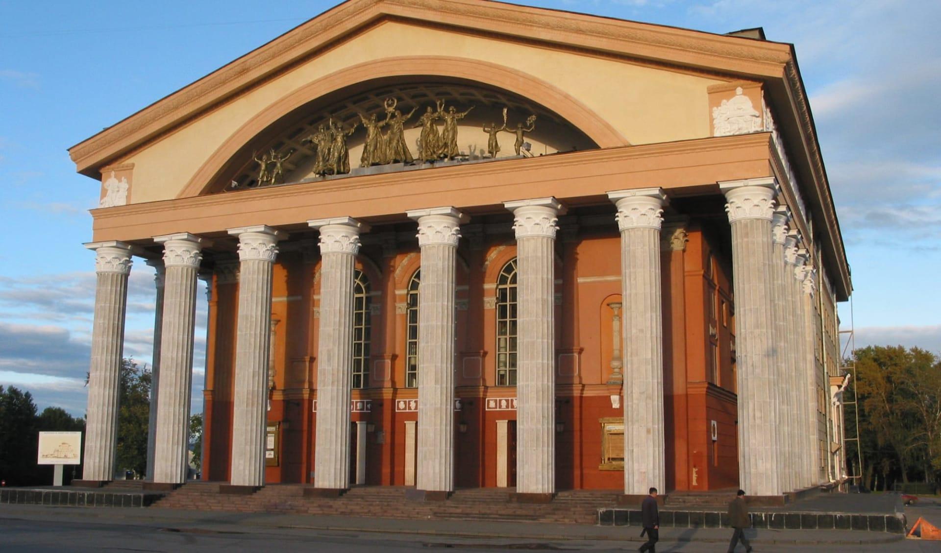 Bezauberndes Karelien ab St. Petersburg: Russland - Petrozavodsk - Theater